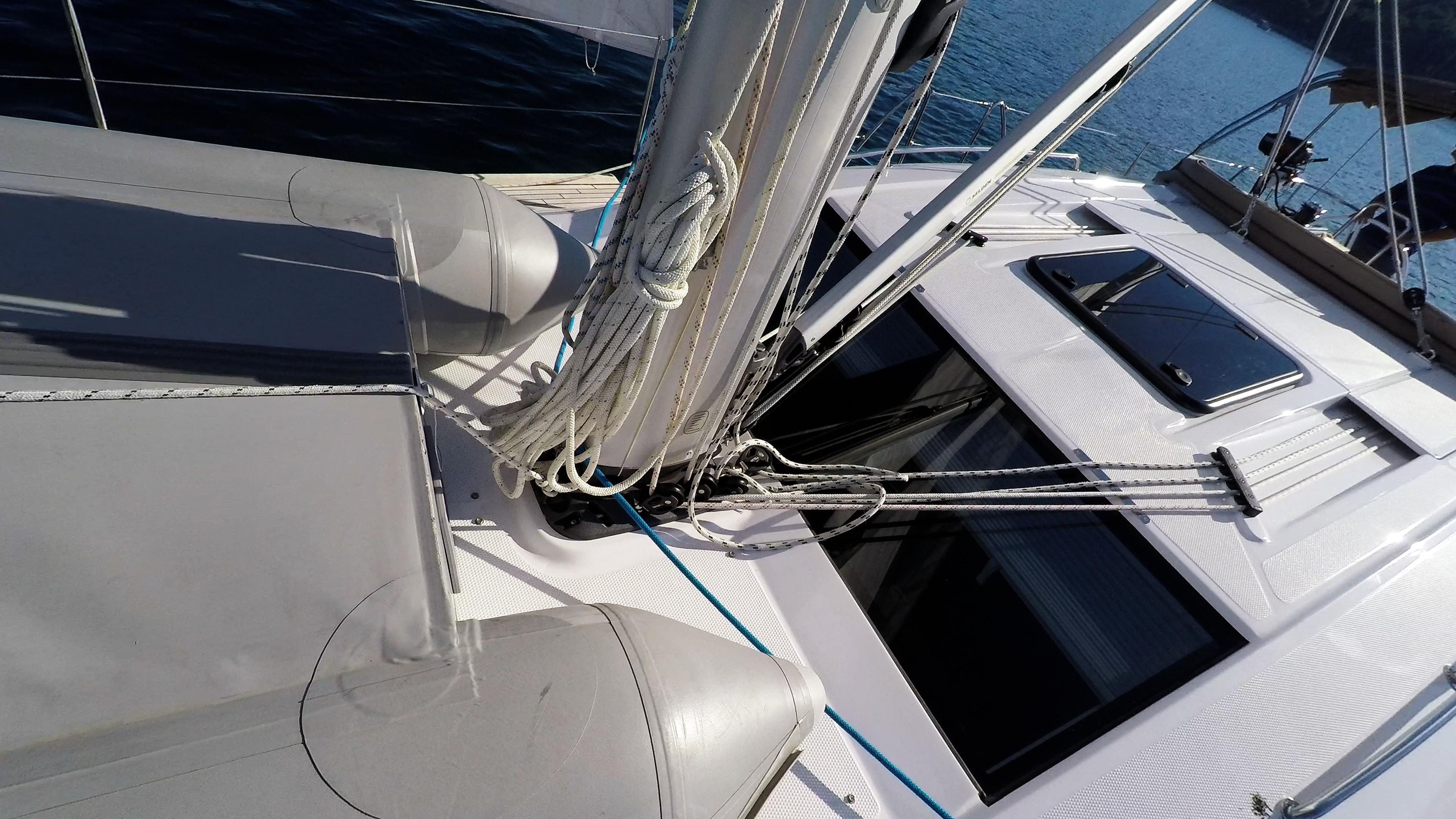 barcha a vela barca a vela fondo del albero corde corde ponte