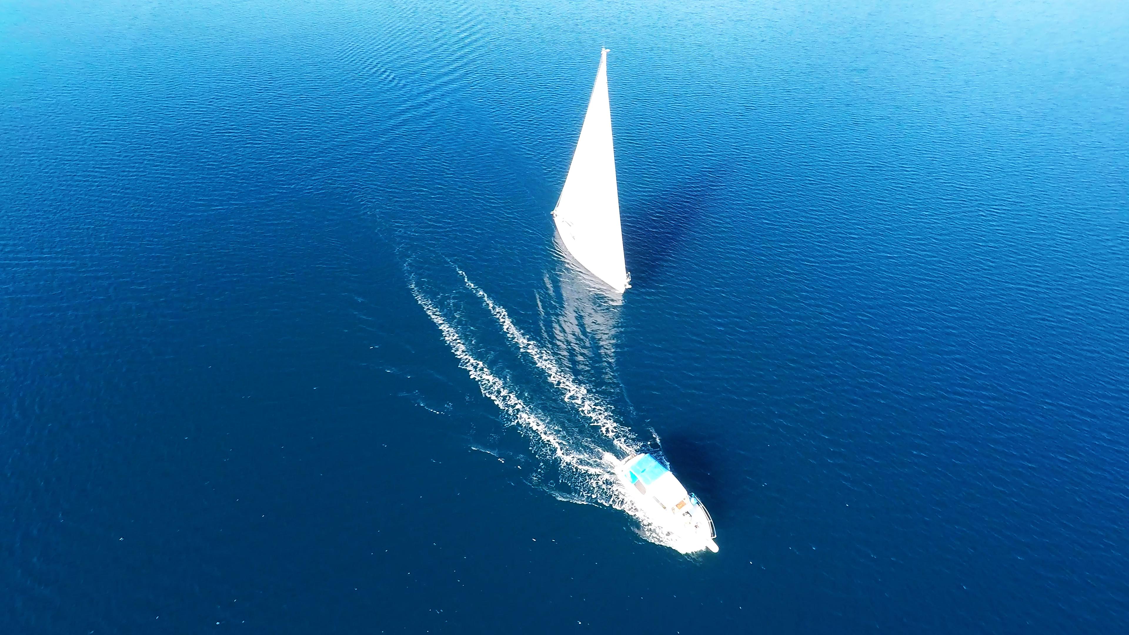 barcha a vela barca a vela barca a motoree mare blu