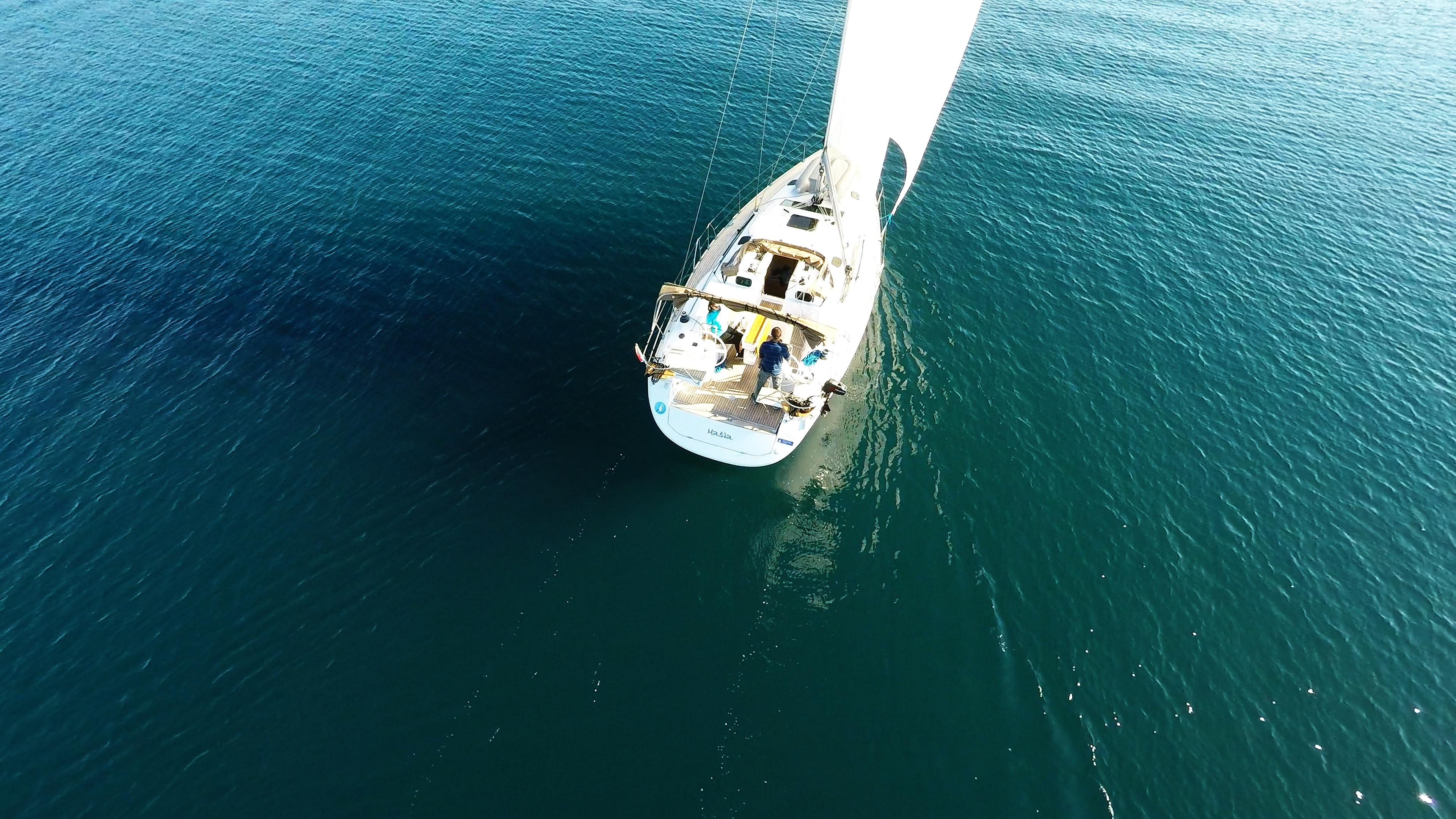 barcha a vela barca a vela veleggiareal mare