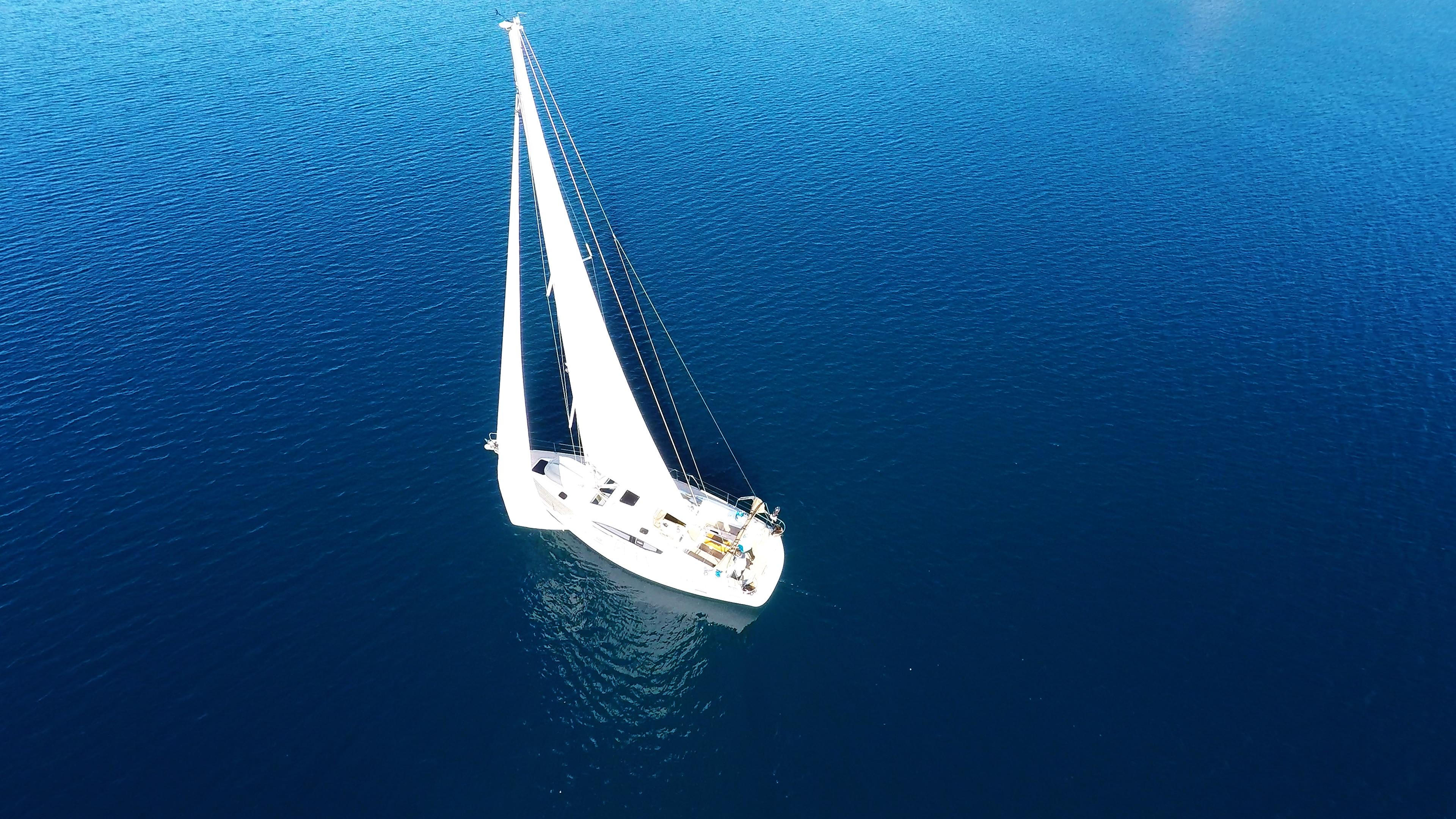 barcha a vela barca a vela veleggiare mare blu yacht barca soleggiato