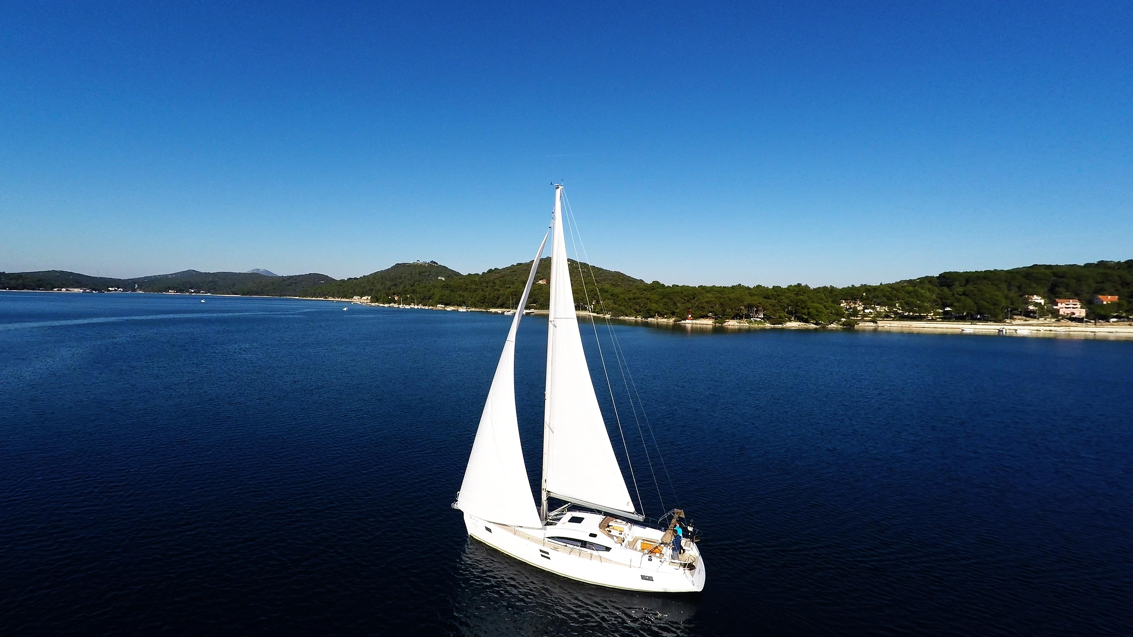 barcha a vela barca a vela veleggiarein losinj baia del mare Croazia
