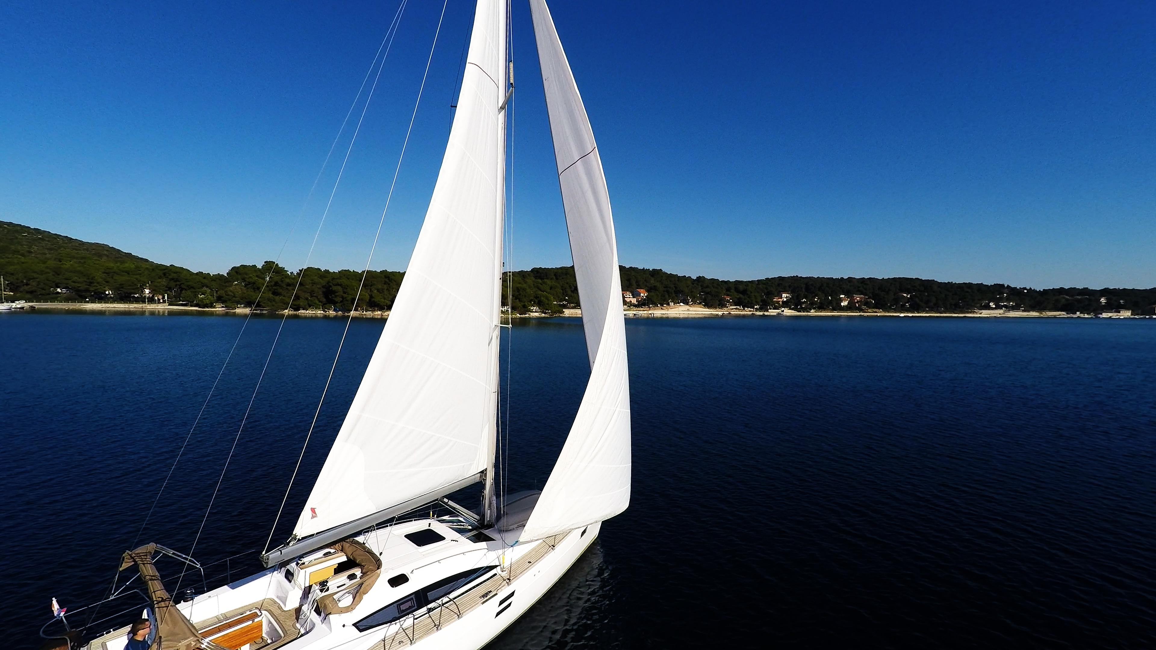 barcha a vela barca a vela veleggiare verso la costa yacht vele