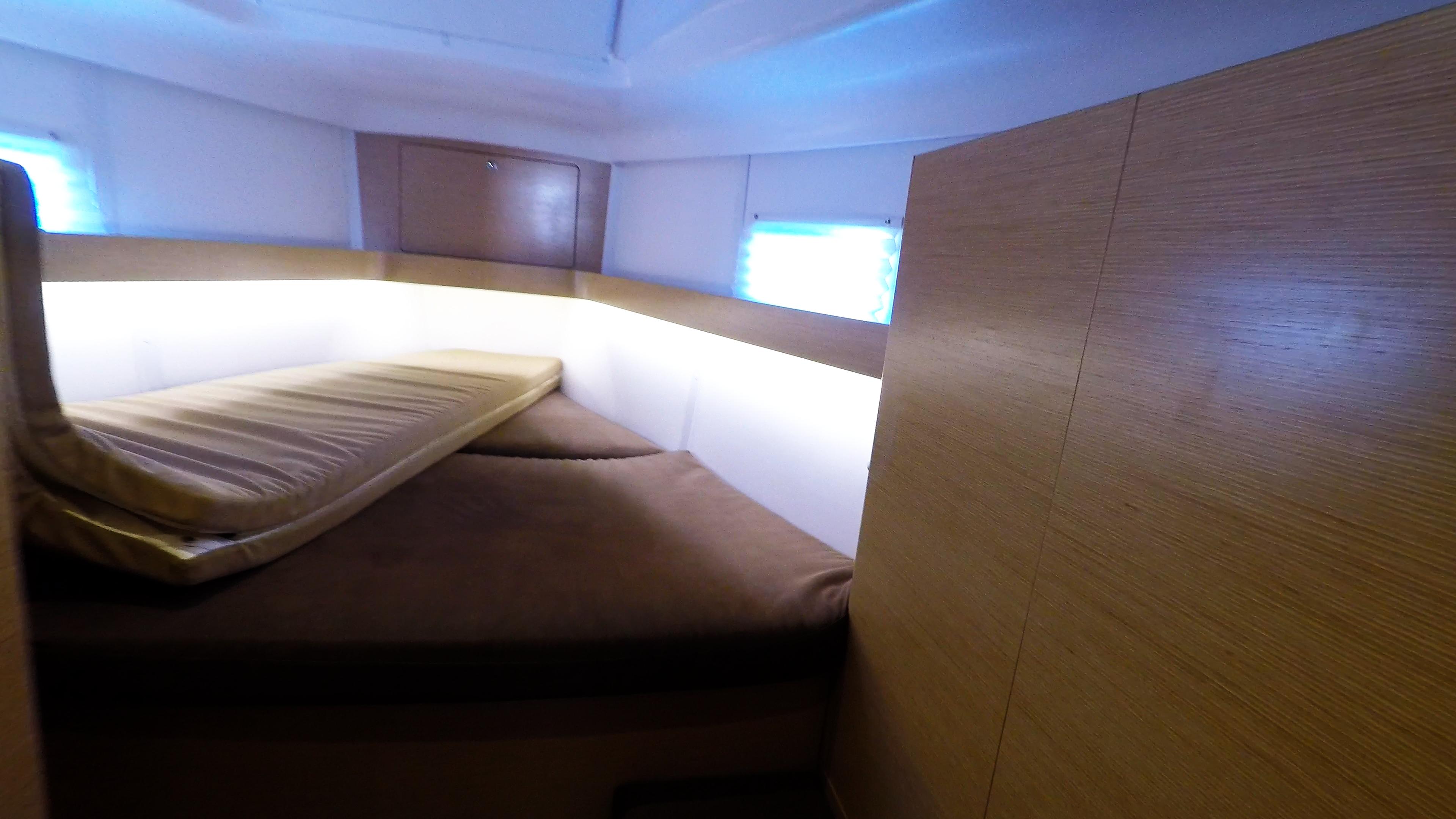 barcha a vela yacht a vela Elan 45 impression interno davanti cabina 1