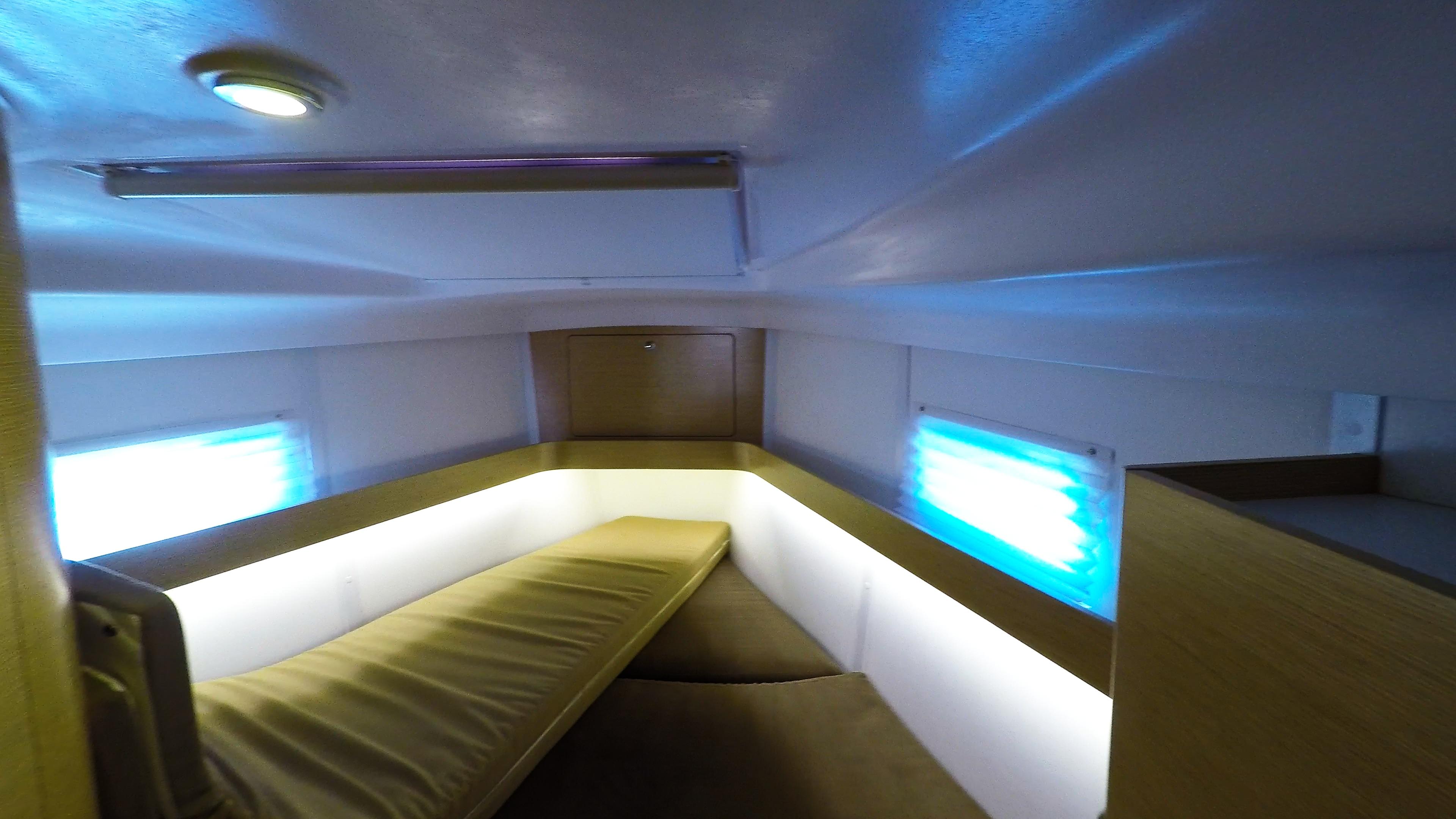 barcha a vela yacht a vela Elan 45 impression interno davanti cabina 2