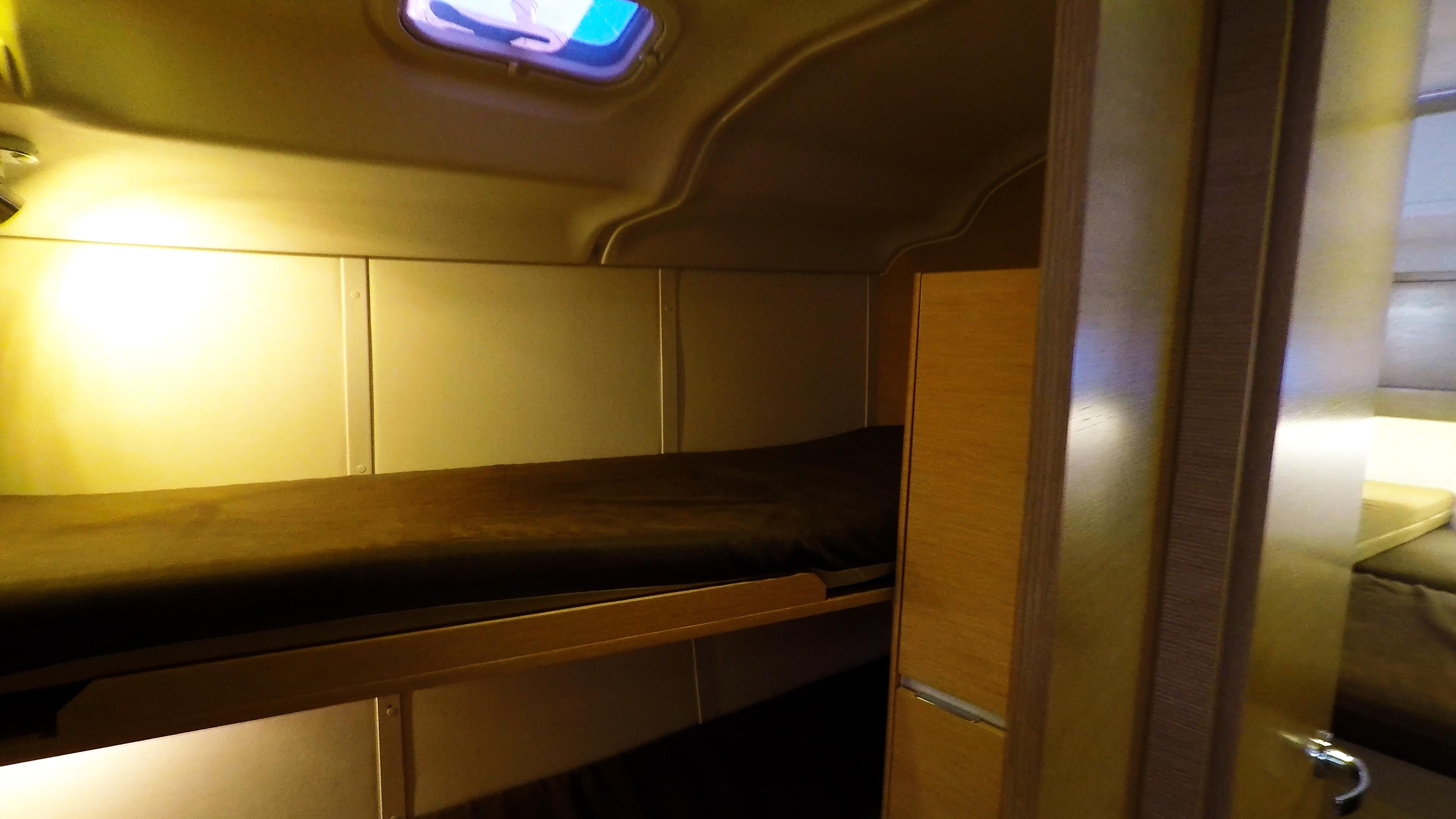 barcha a vela yacht a vela Elan 45 impression interno cabina anteriore sinistra 1