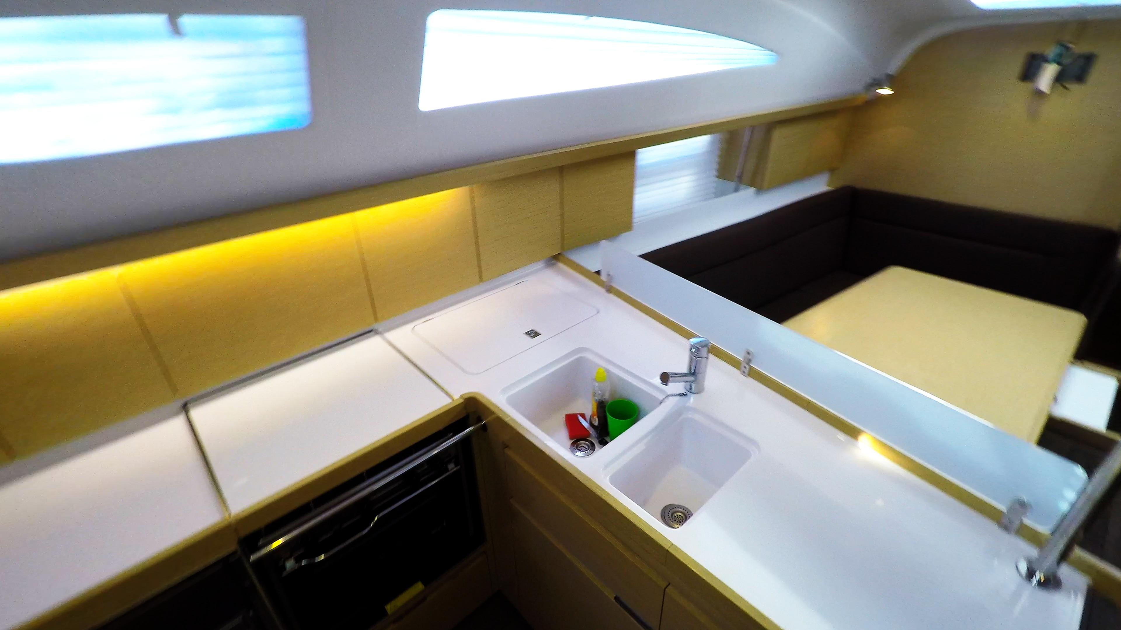 barcha a vela yacht a vela Elan 45 impression interno cambusa 1