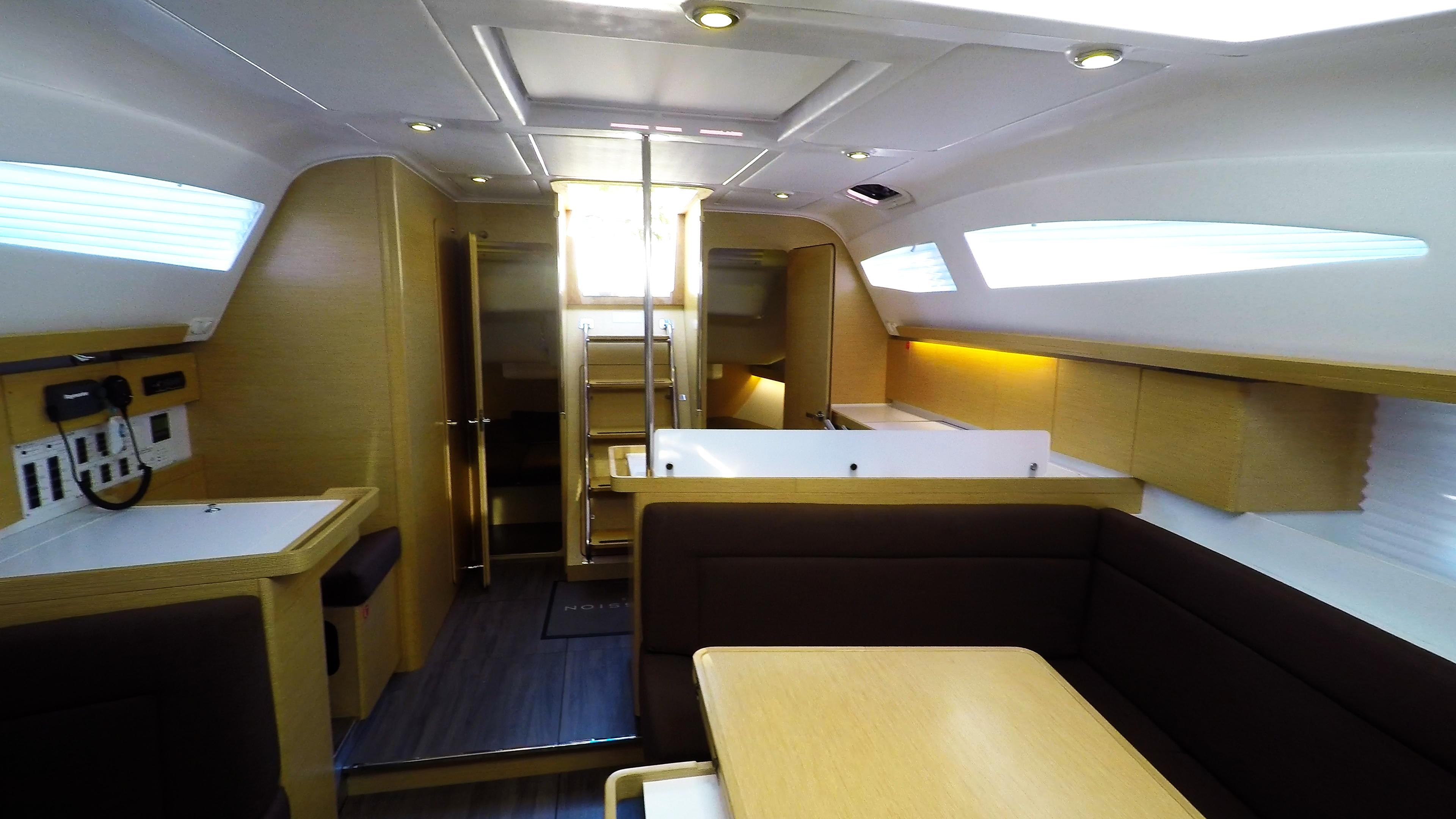 barcha a vela yacht a vela Elan 45 impression salonee interno 4