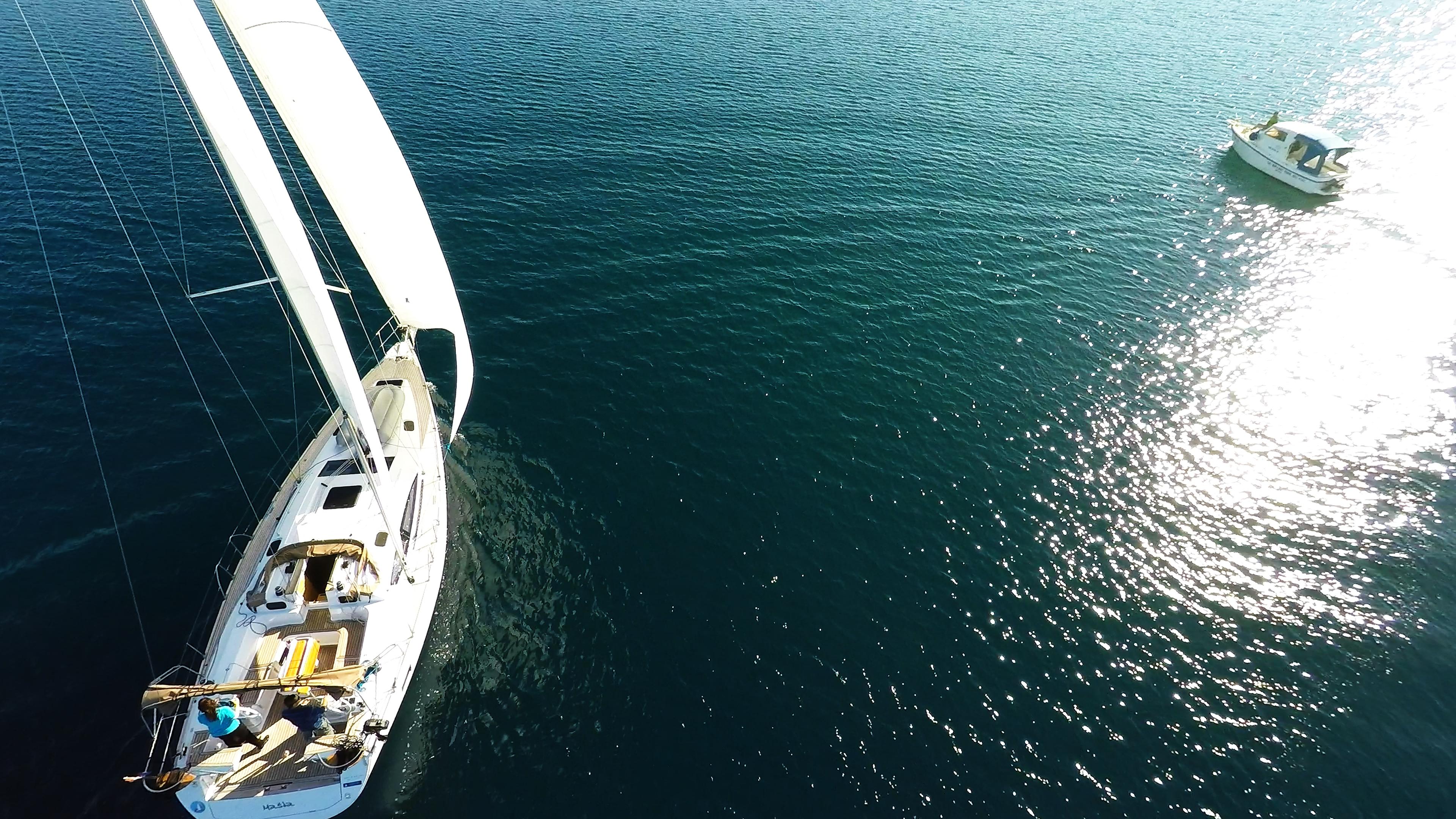 barcha a vela yacht a vela elan 45 vele ponte barca a motoree soleggiato