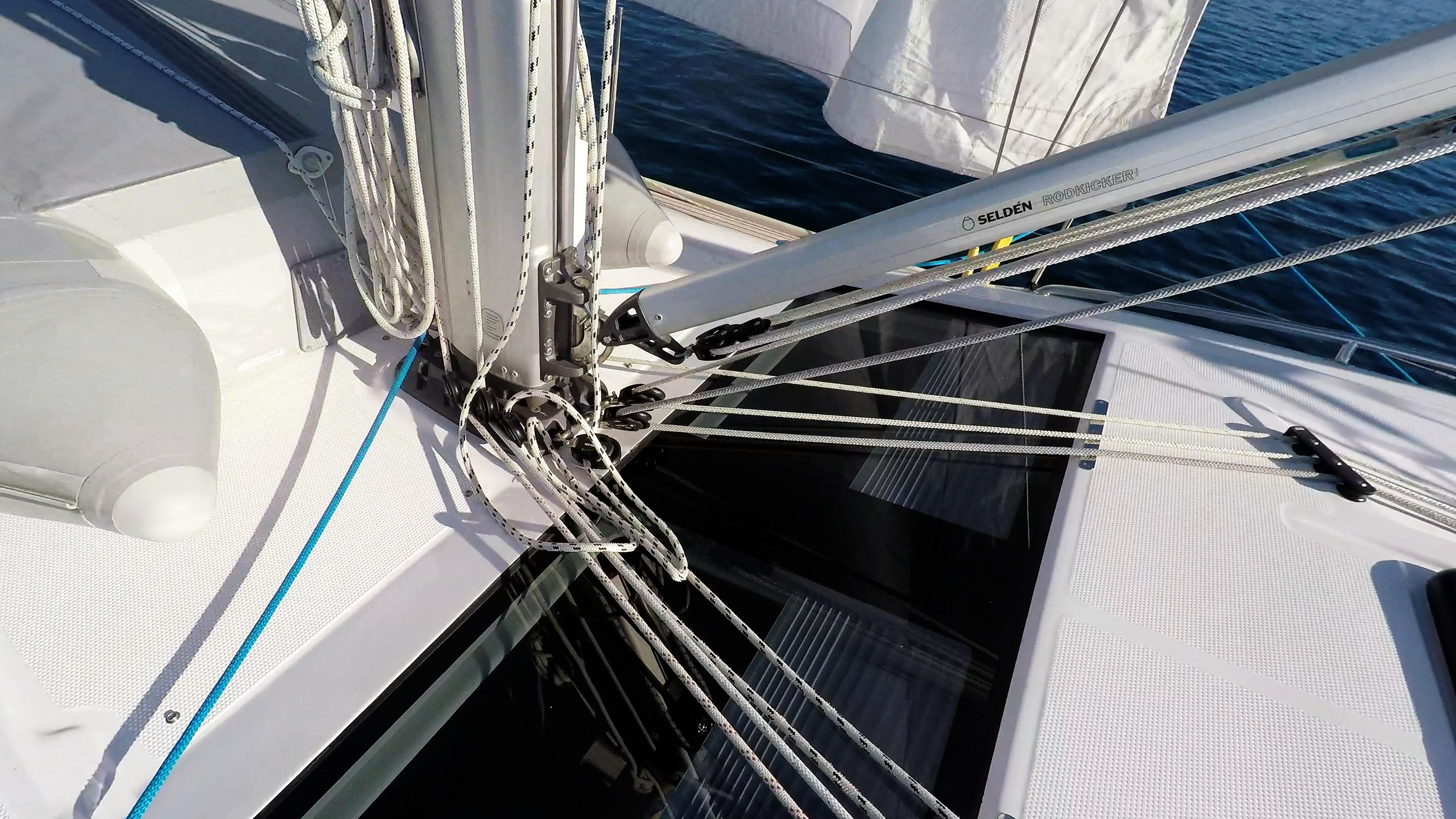 barcha a vela yacht a vela fondo del albero vang corde corde vela