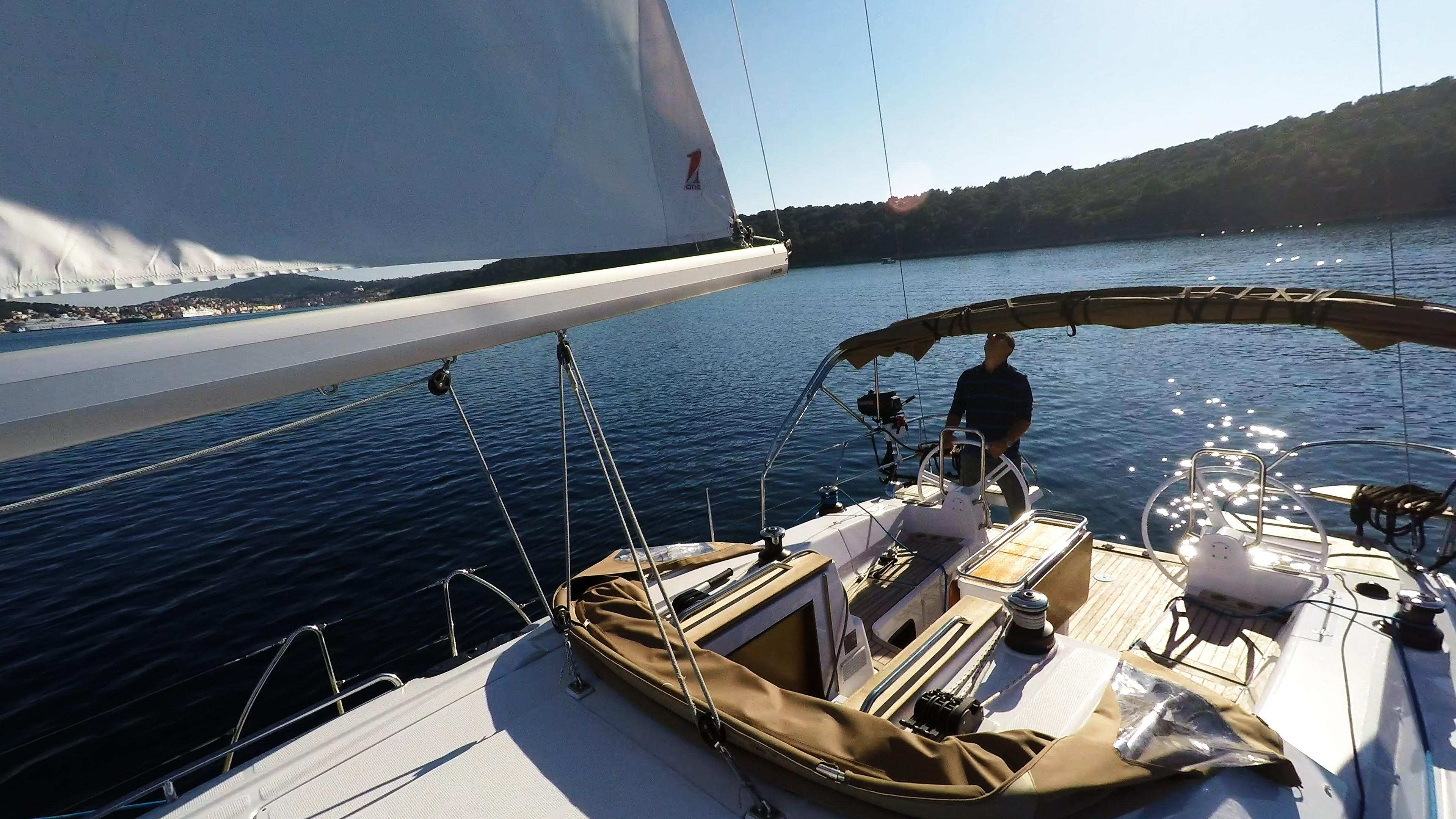 barcha a vela skipperin pozzetto timone ruota yacht a vela elan 45 impression