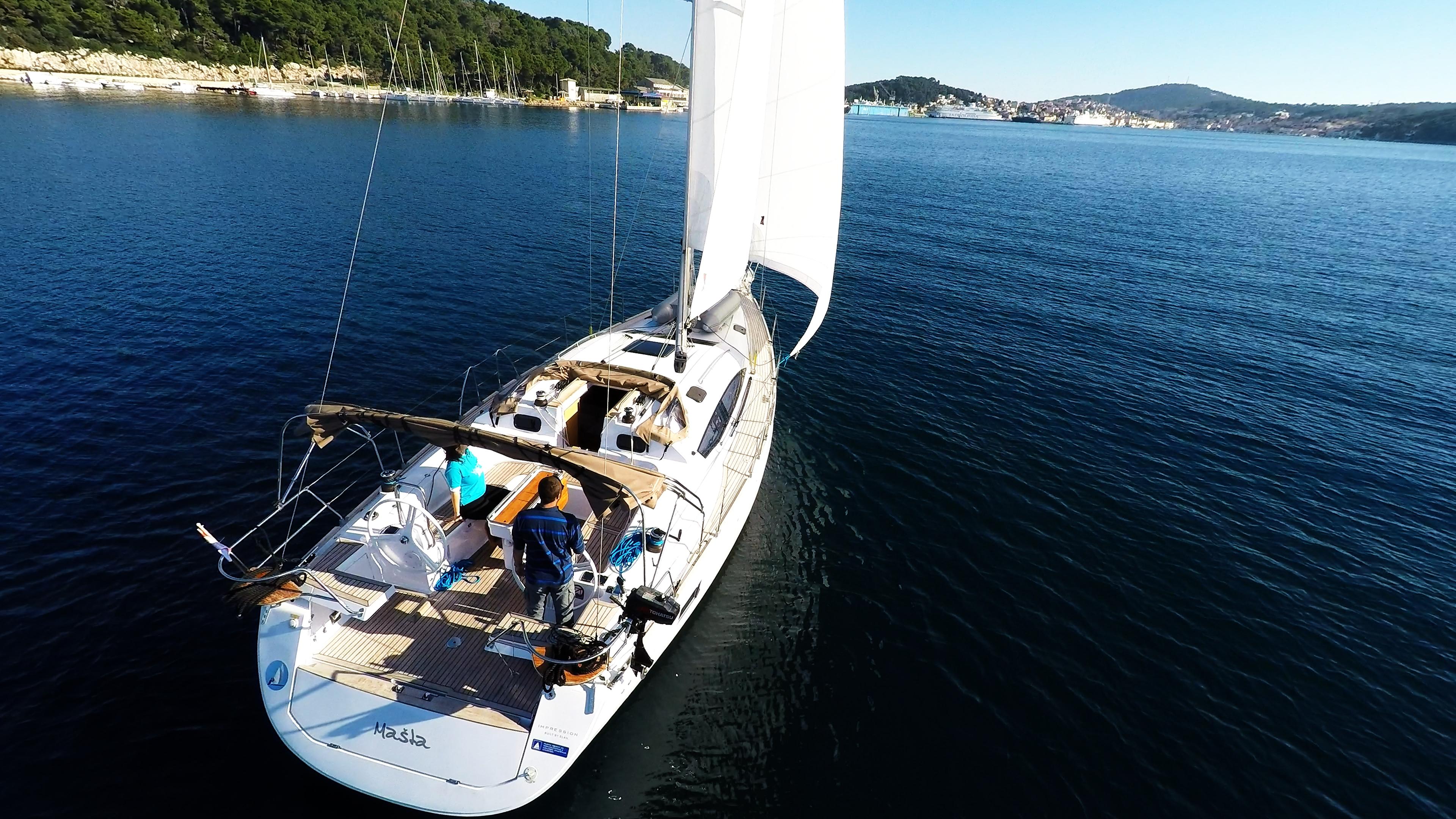 barcha a vela poppa barca a vela elan 45 impression yacht a vela pozzetto