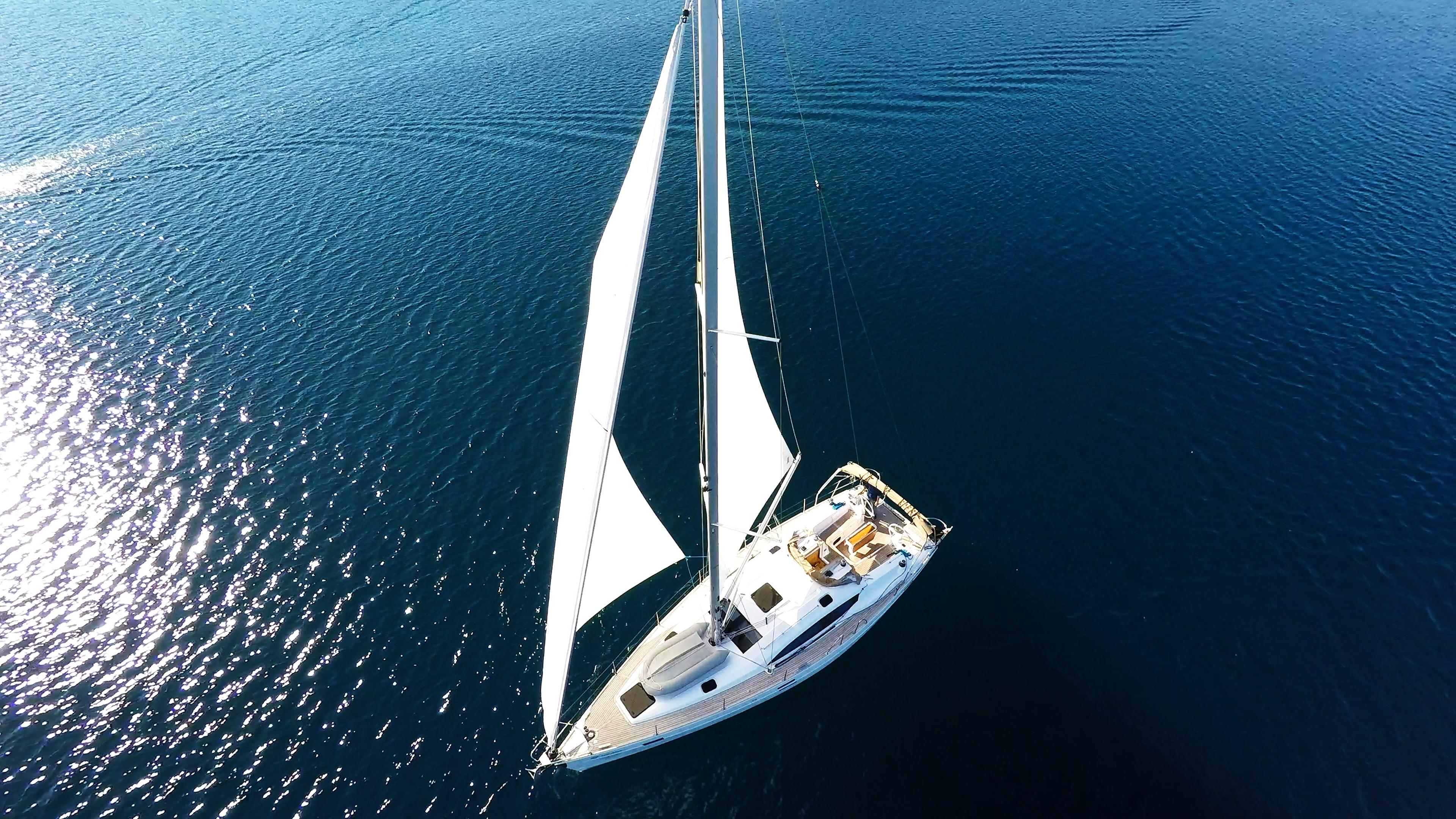 barcha a vela scoppio del sole barca a vela yacht a vela mare blu