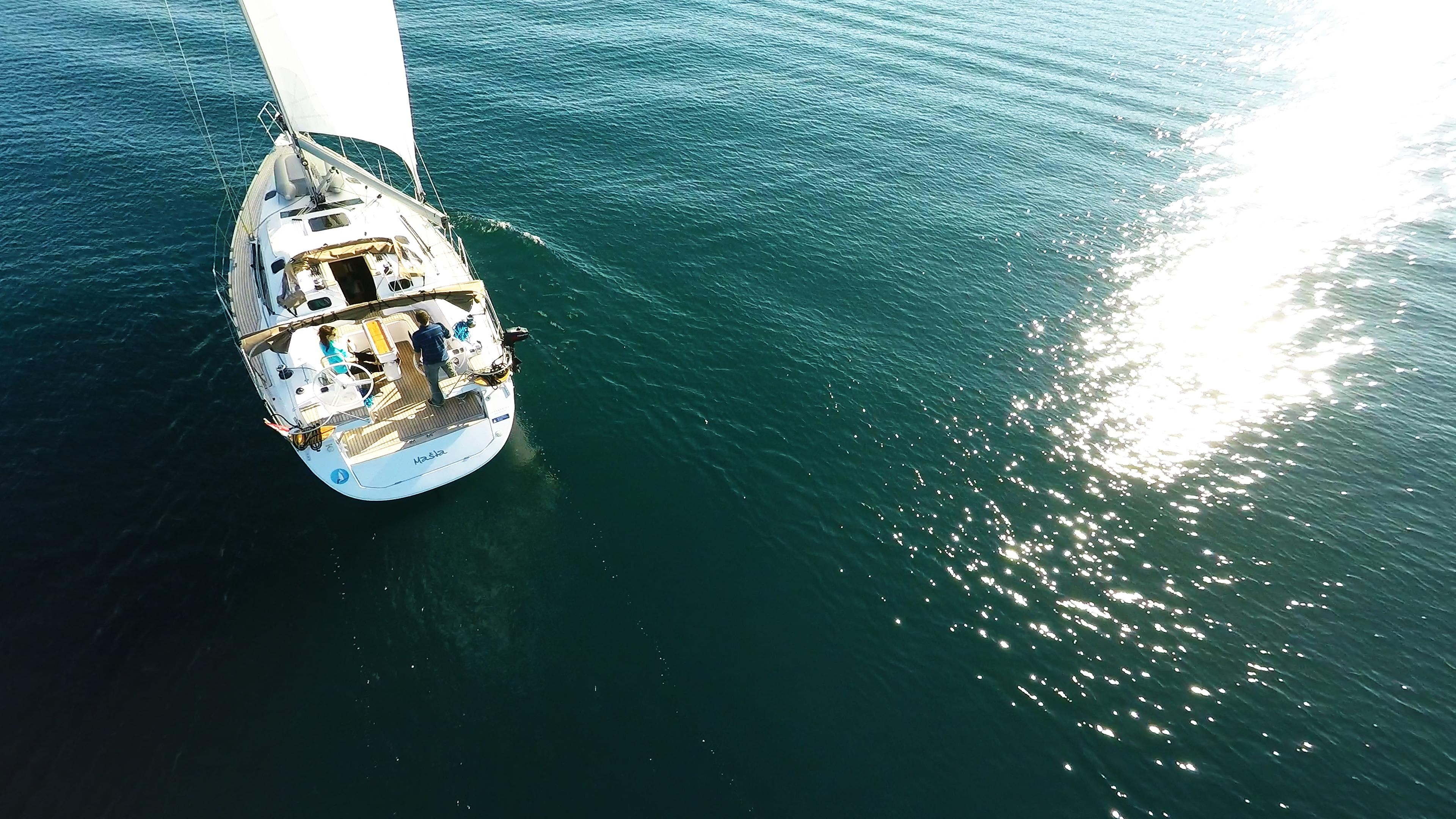 barcha a vela soleggiato riflesso del sole mare barca a vela elan 45 impression vela yacht a vela