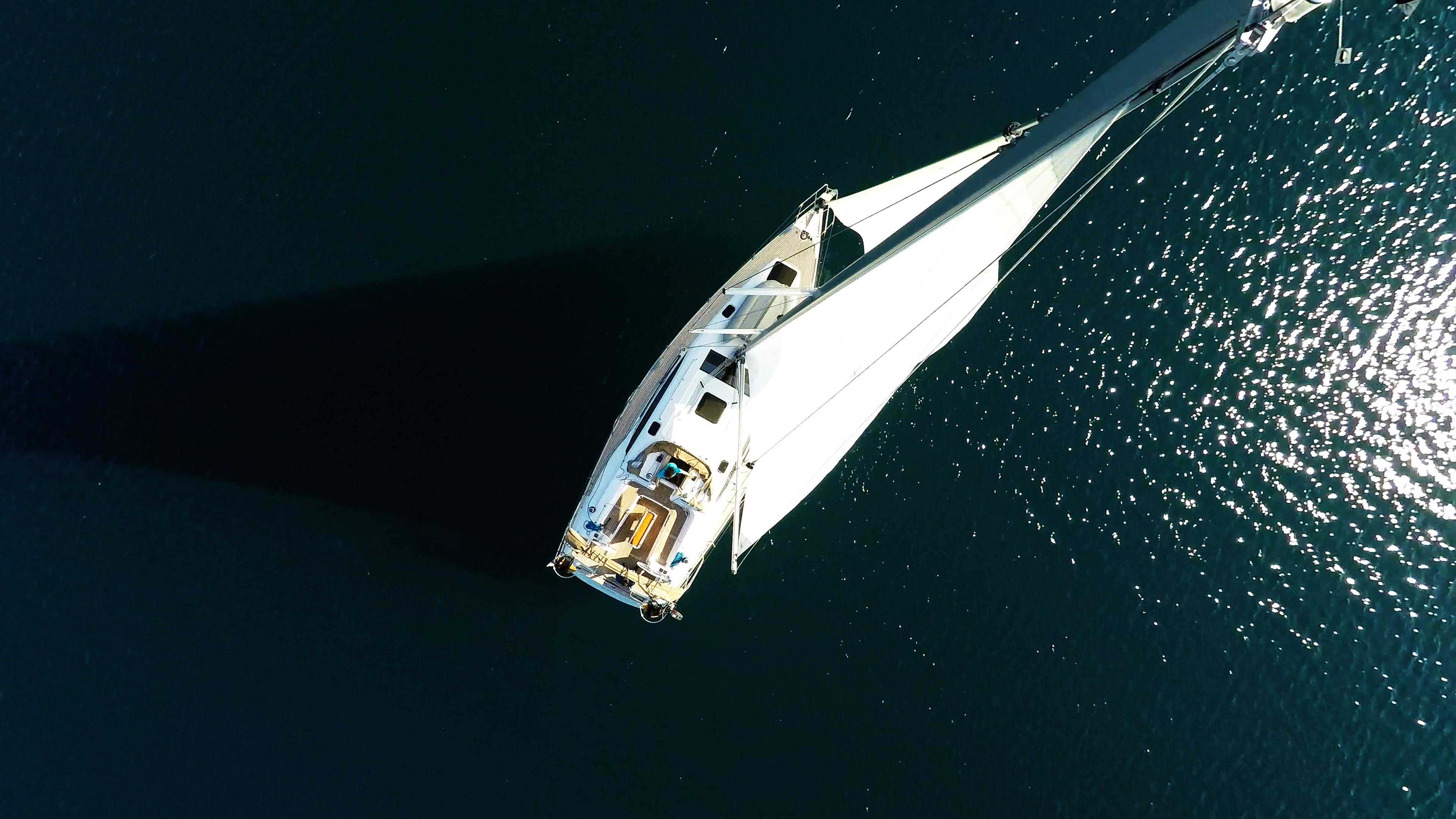 barcha a vela vista dall'alto barca a vela yacht a vela elan 45 impression