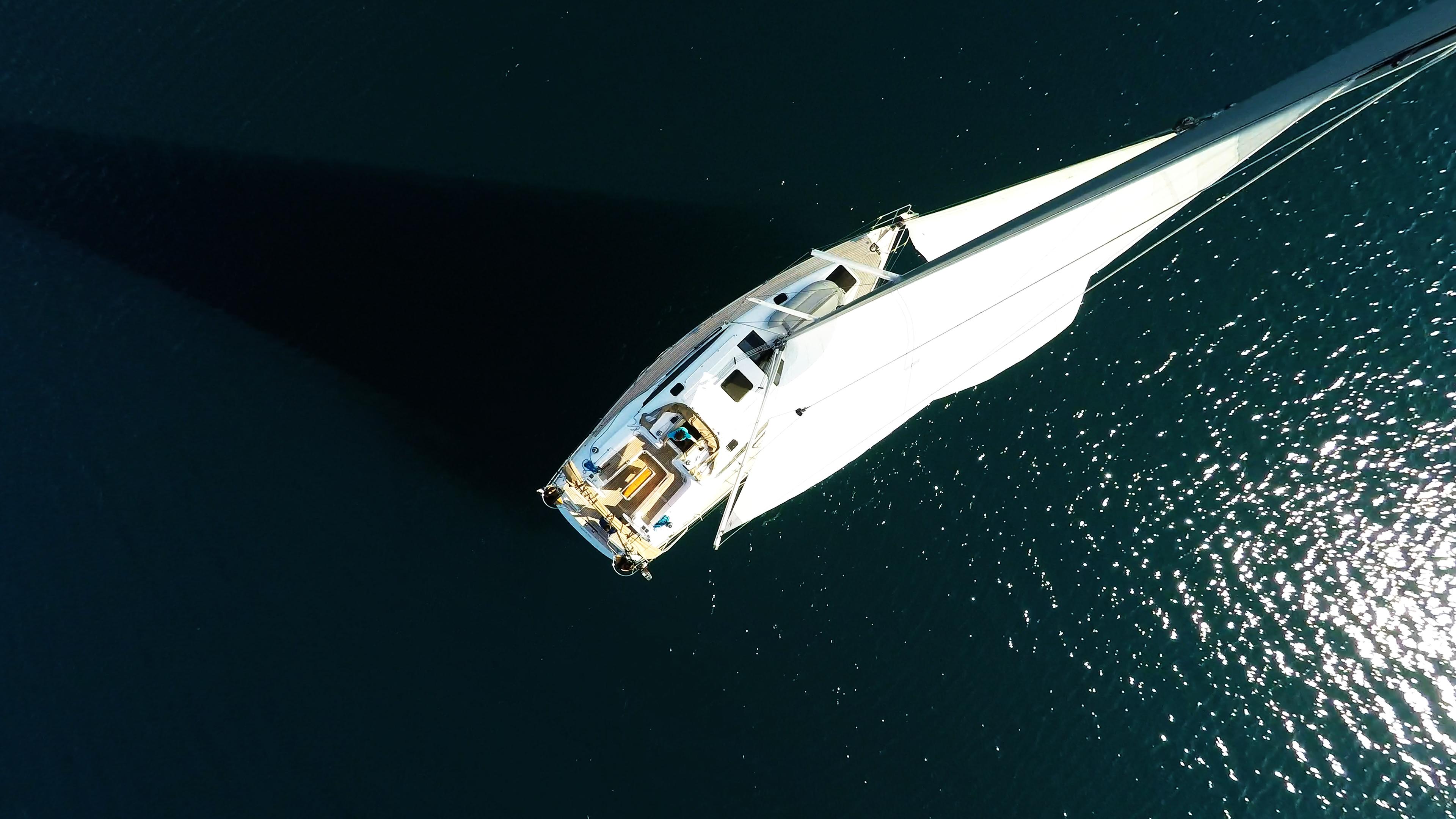 barcha a vela vista dall'aria barca a vela yacht a vela elan 45 impression vele