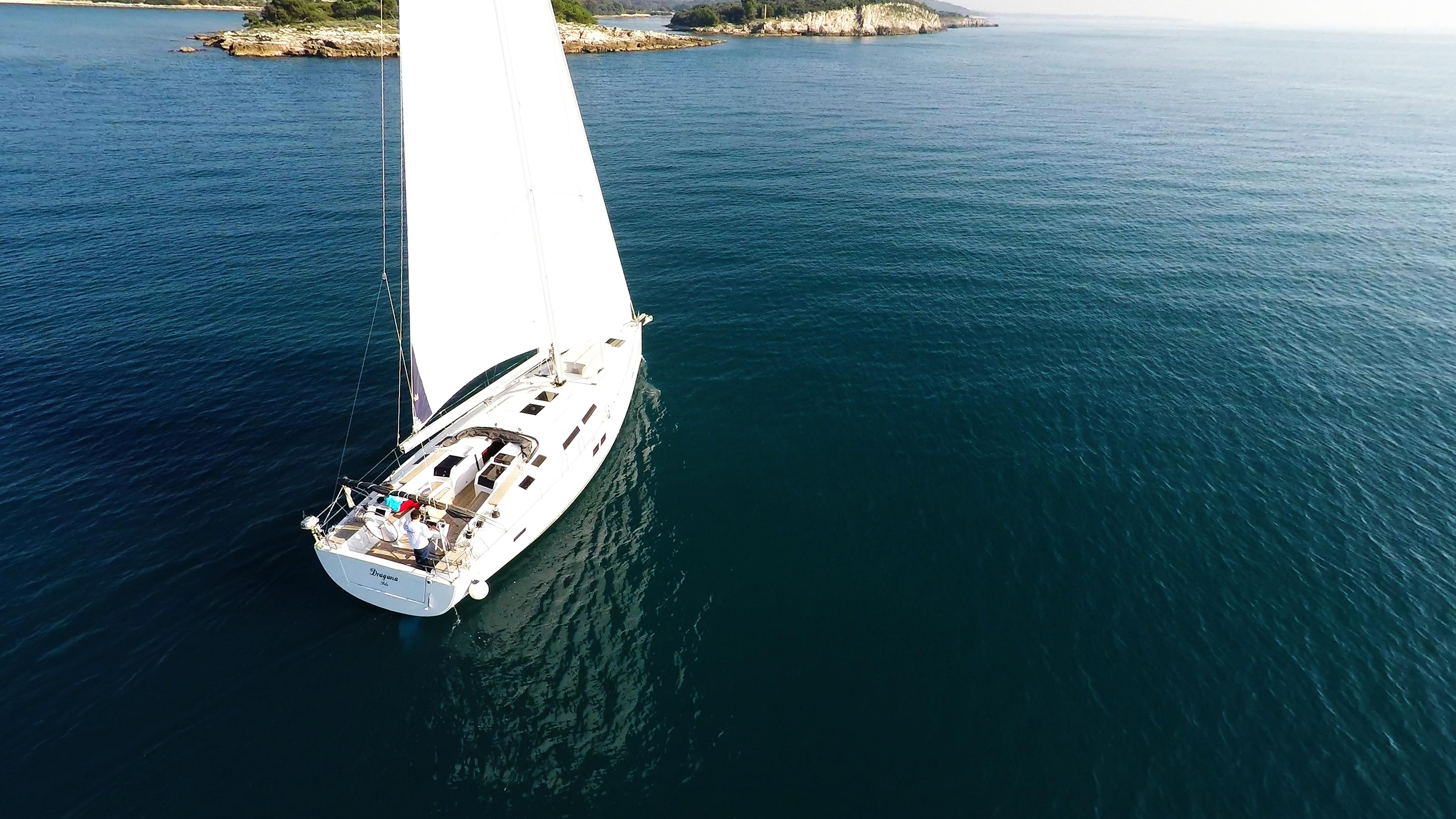 barcha a vela barca isole di navigazione a mare blu barca a vela yacht