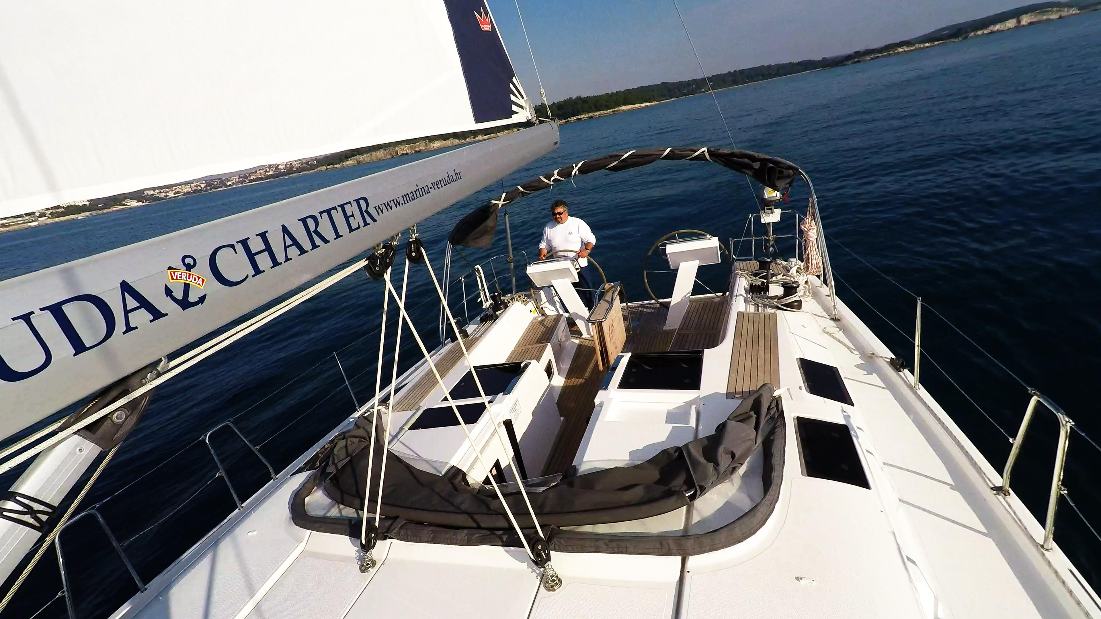 barcha a vela boma yacht a vela skipper doppie timoni ruota pontein teak pozzetto mare barca a vela