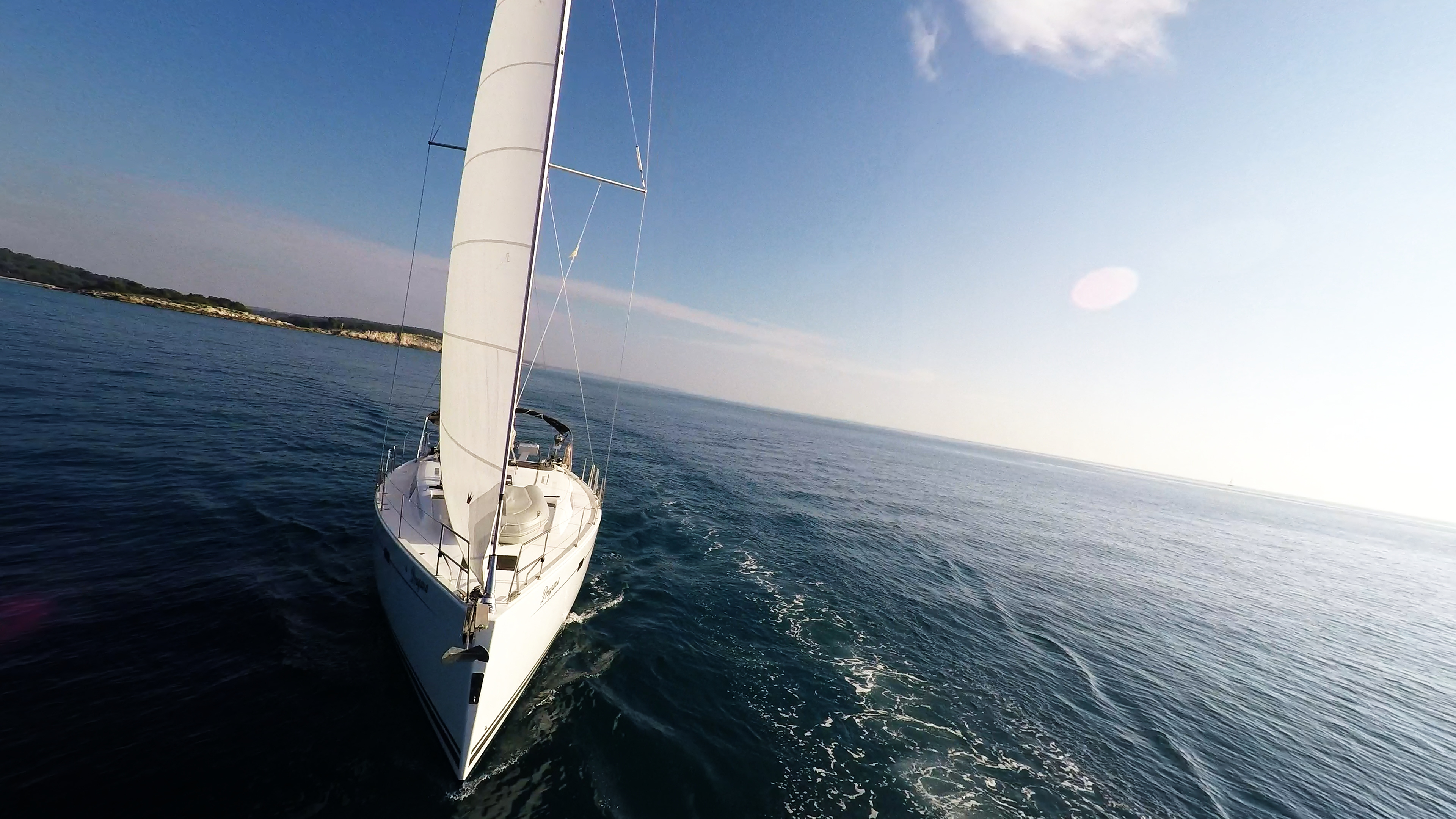 barcha a vela prua barca a vela veleggiare vele cielo blu mare