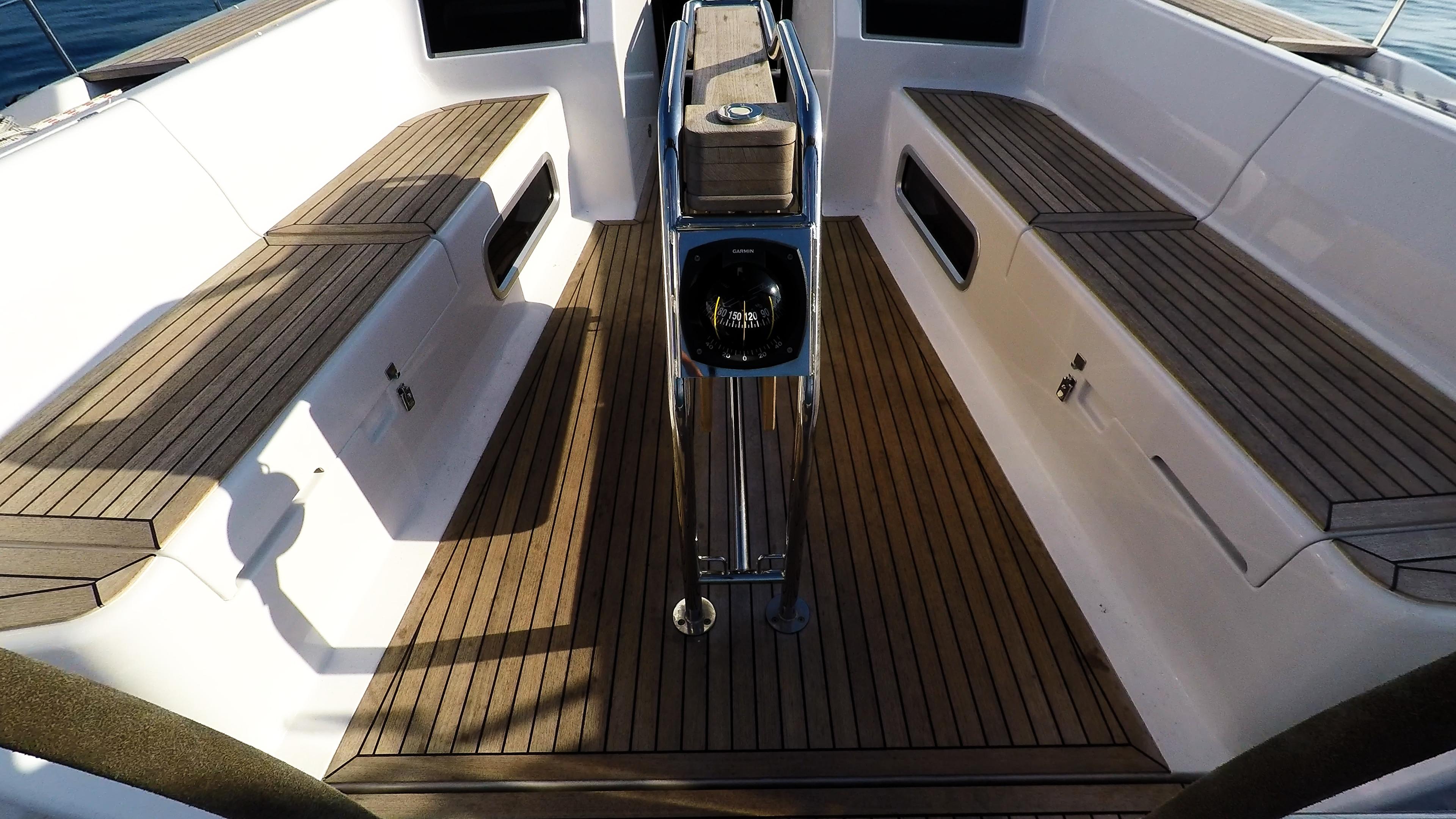 barcha a vela bussolain pozzetto yacht a vela Hanse 505