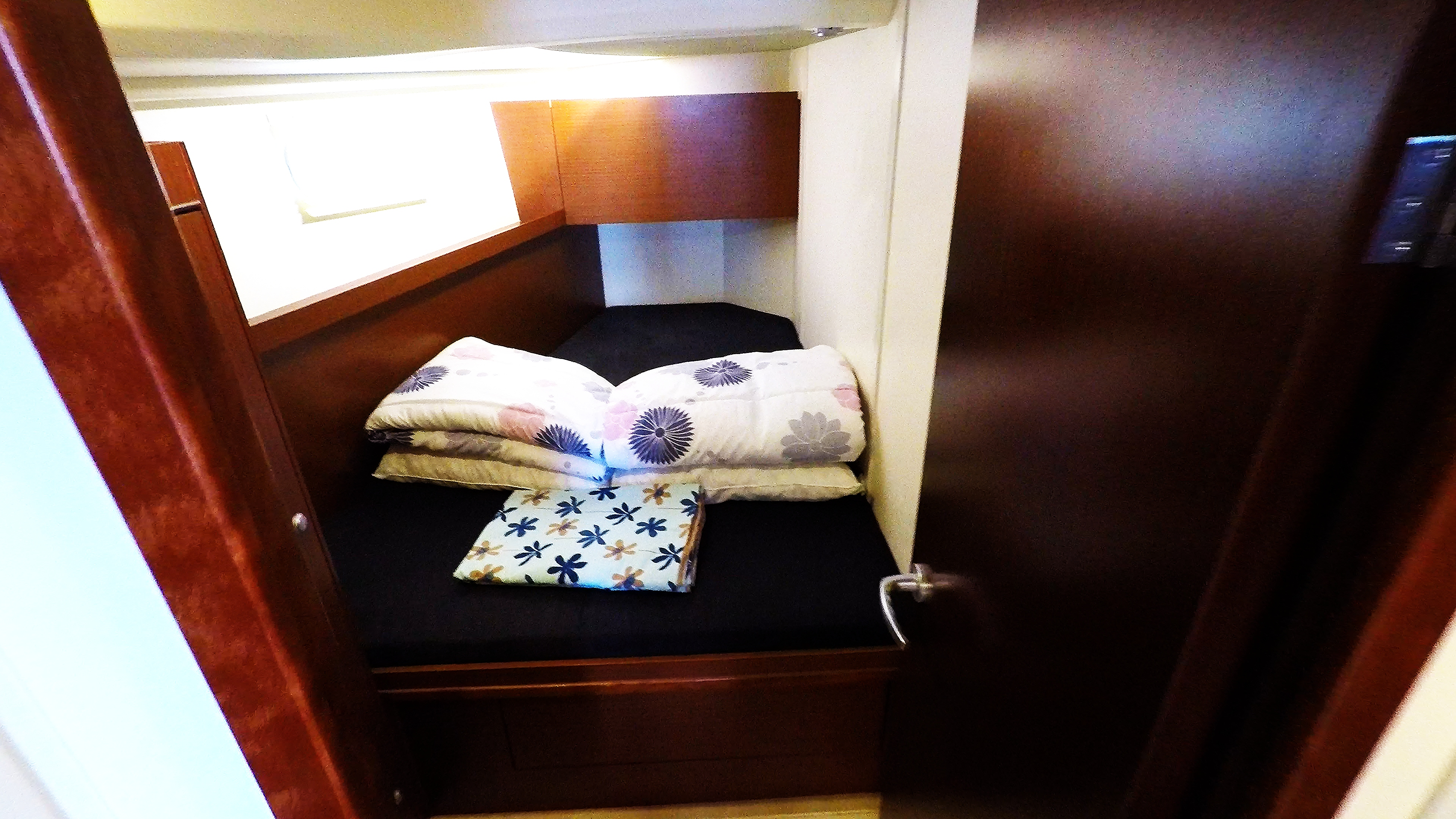 barcha a vela cabina anteriore sinistra yacht a vela Hanse 505