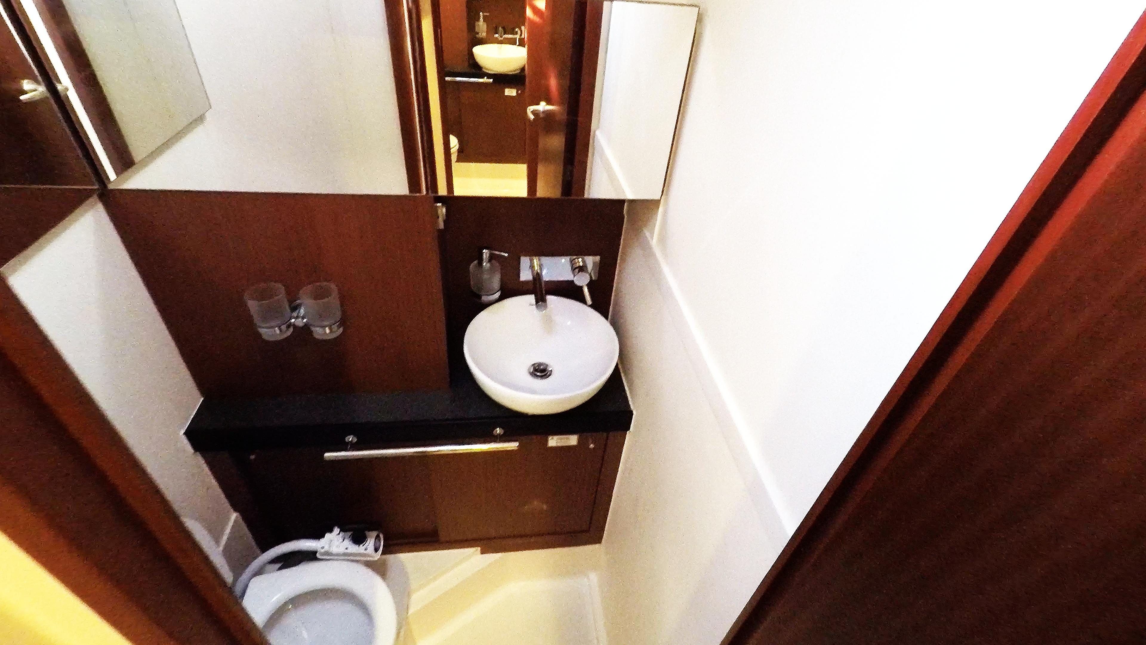 barcha a vela WC anteriore destro bagno yacht a vela Hanse 505