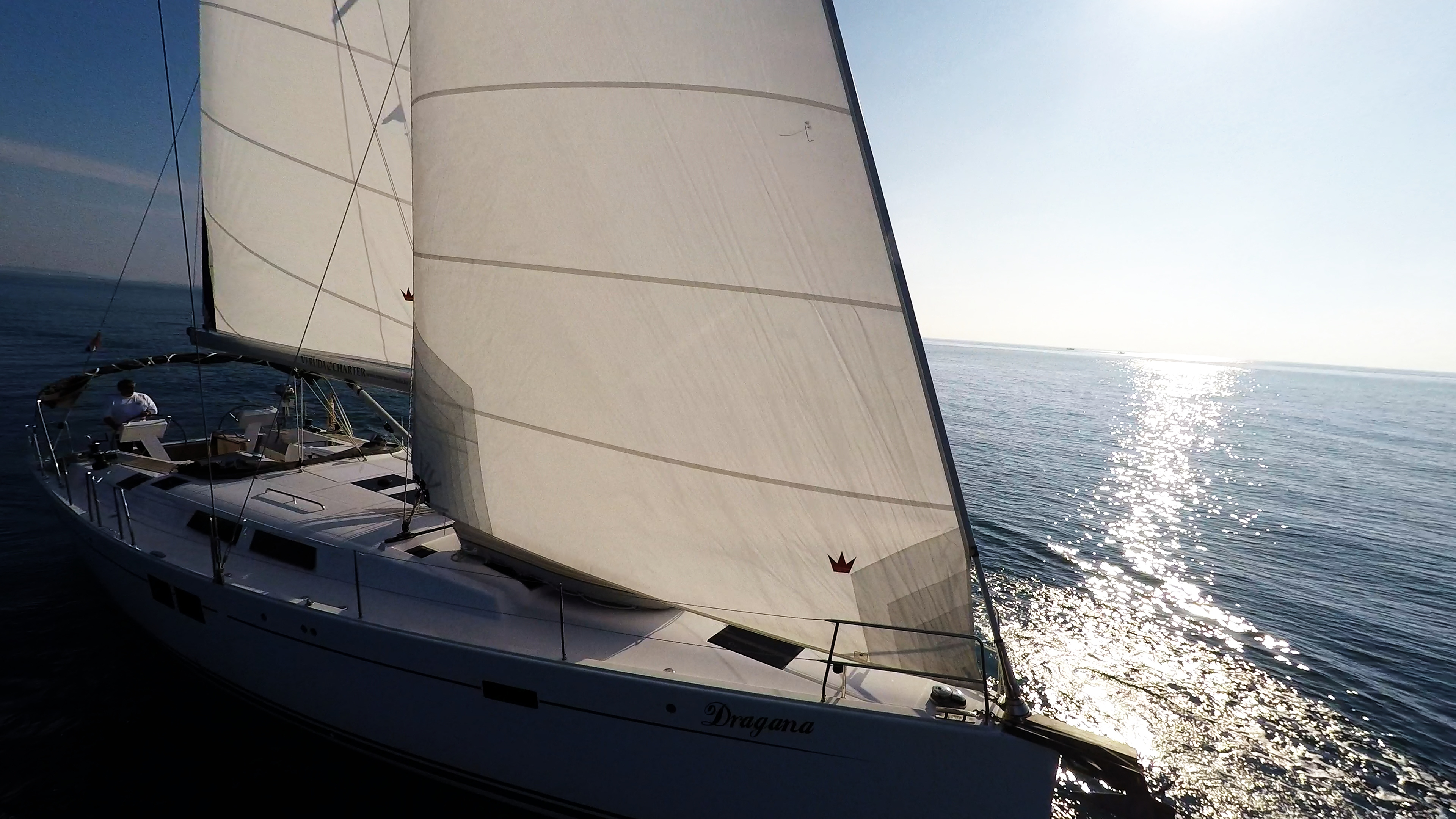 barcha a vela Hanse 505 prua della barca a vela vele scoppio del sole