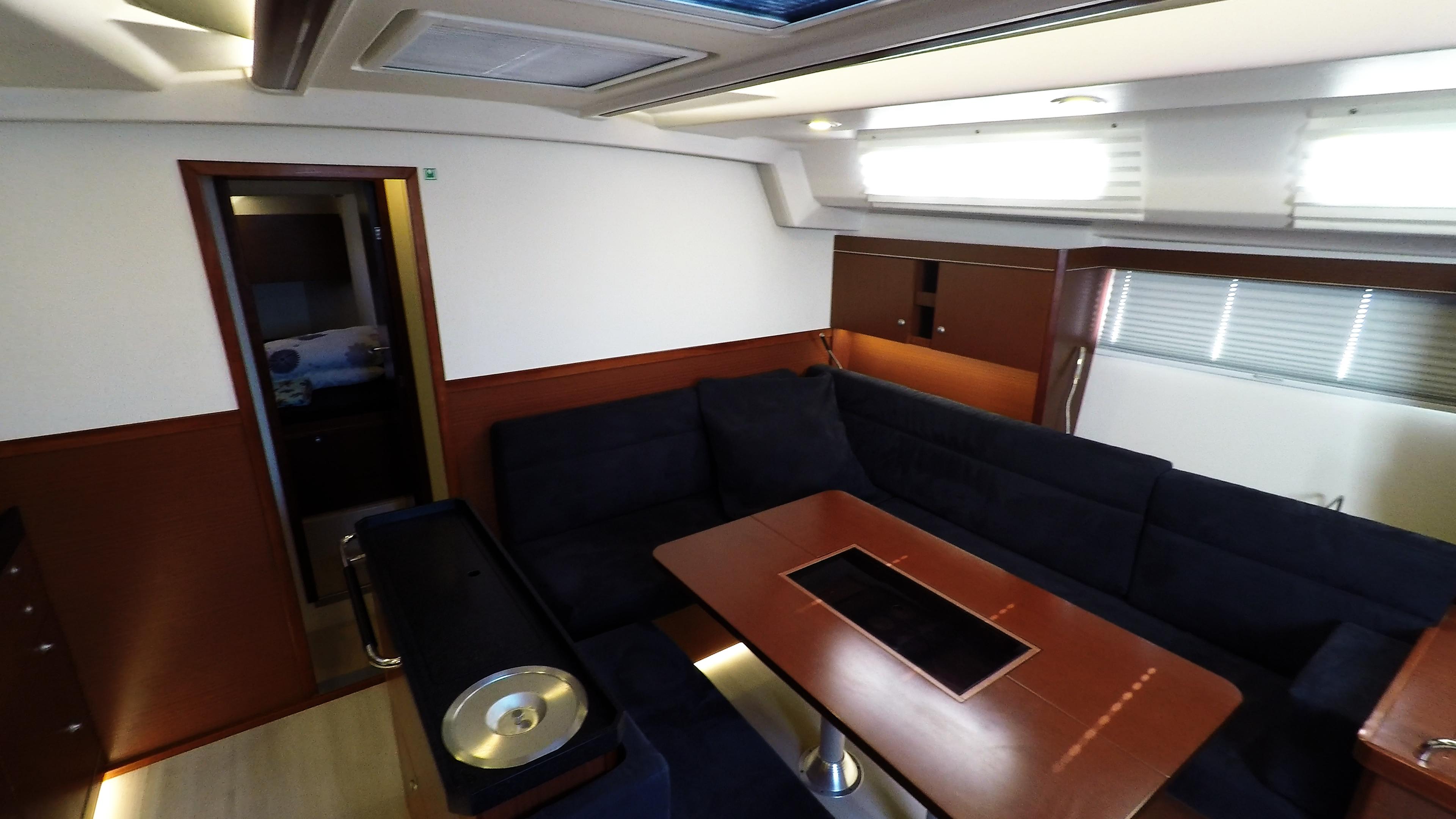 barcha a vela Hanse 505 salone interno yacht a vela