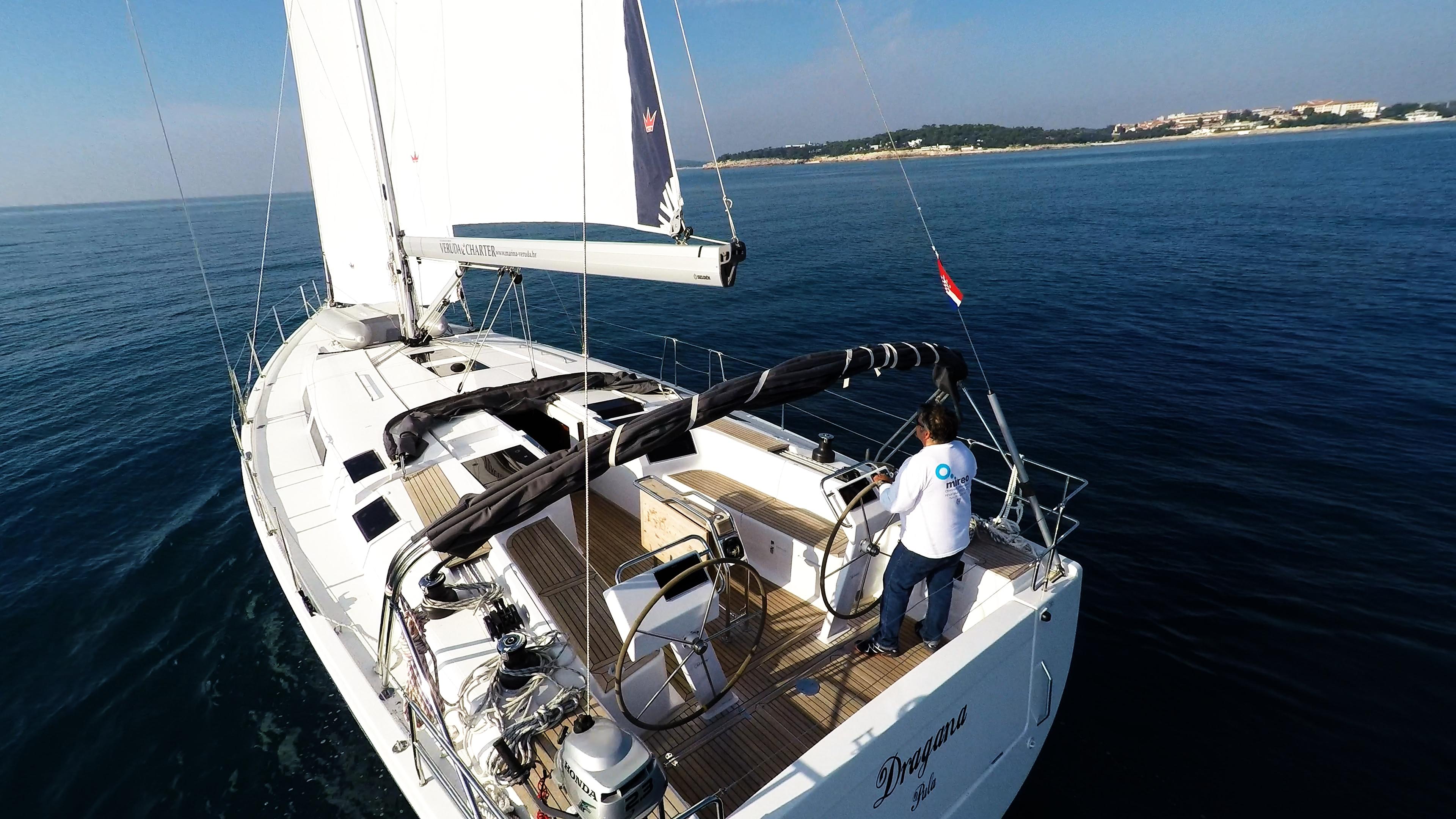 barcha a vela Hanse 505 poppa pozzetto veleggiare vele timoni ruota