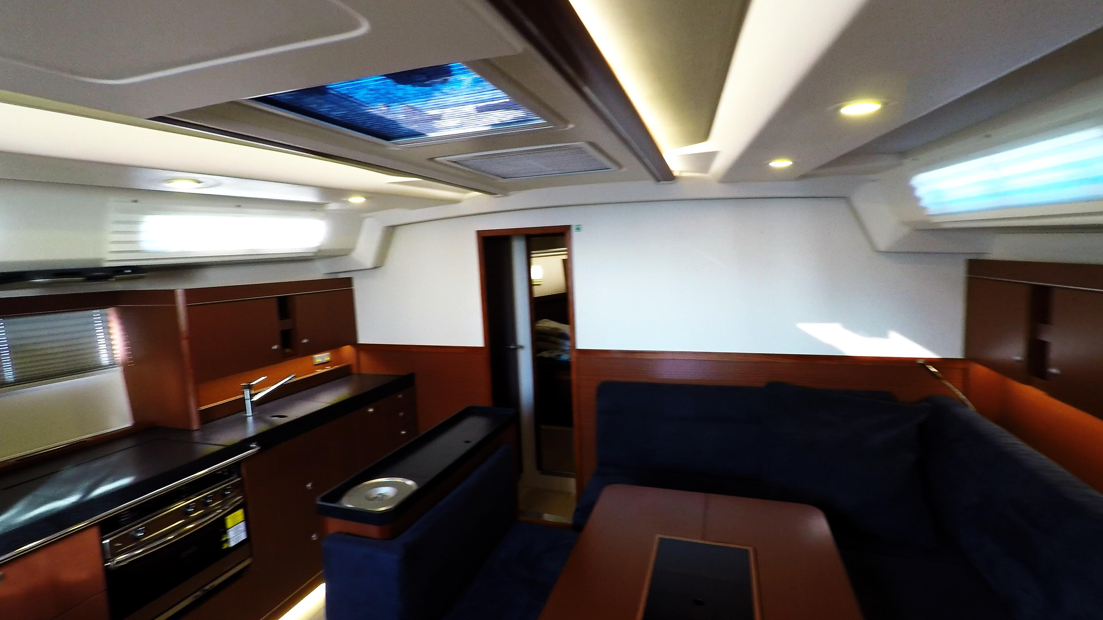 barcha a vela interno veleggiare nollegio yacht hanse 505 salone cambusa
