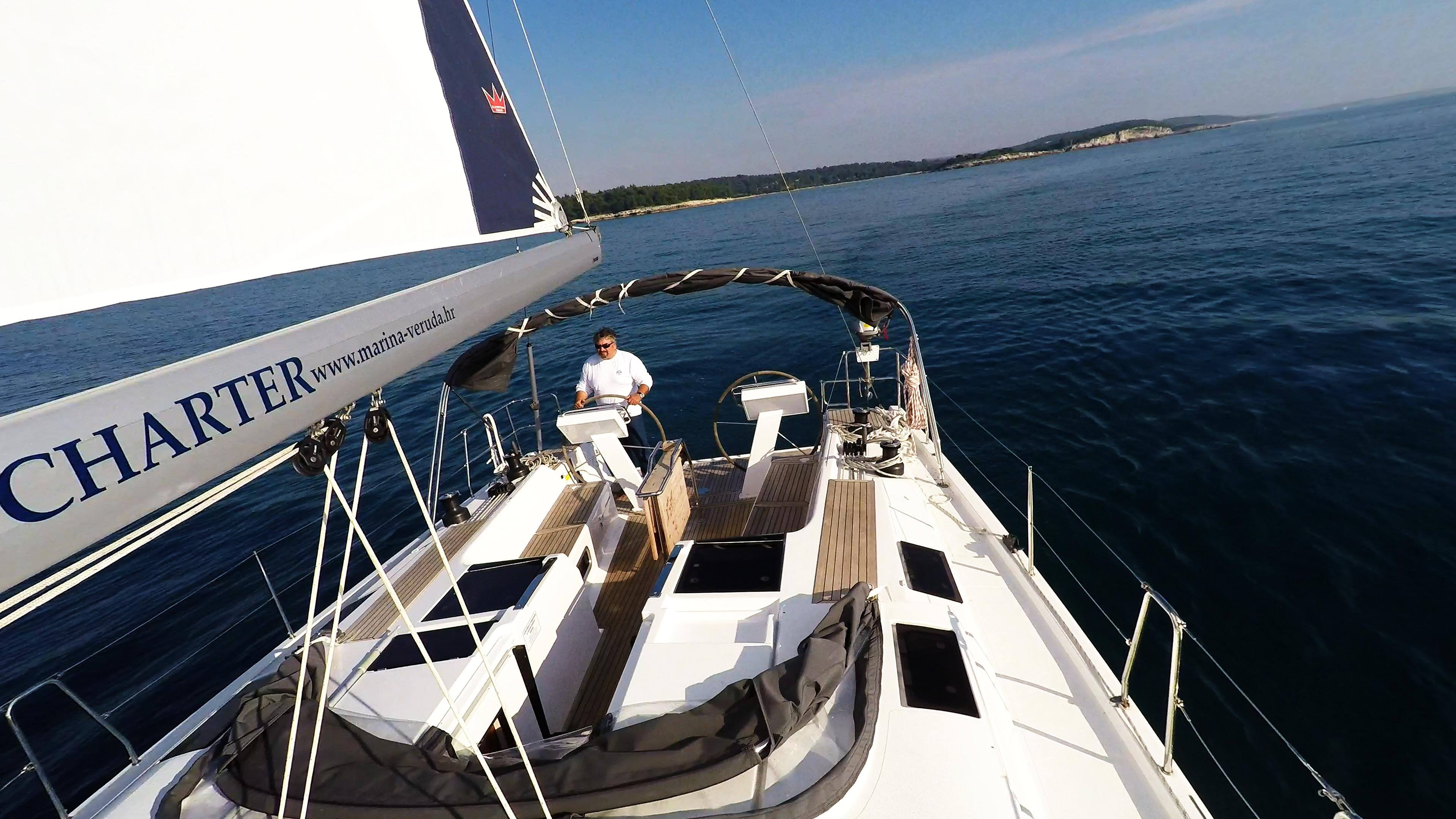 barcha a vela randa yacht a vela boma skipper timone ruota doppio pontein teak pozzetto