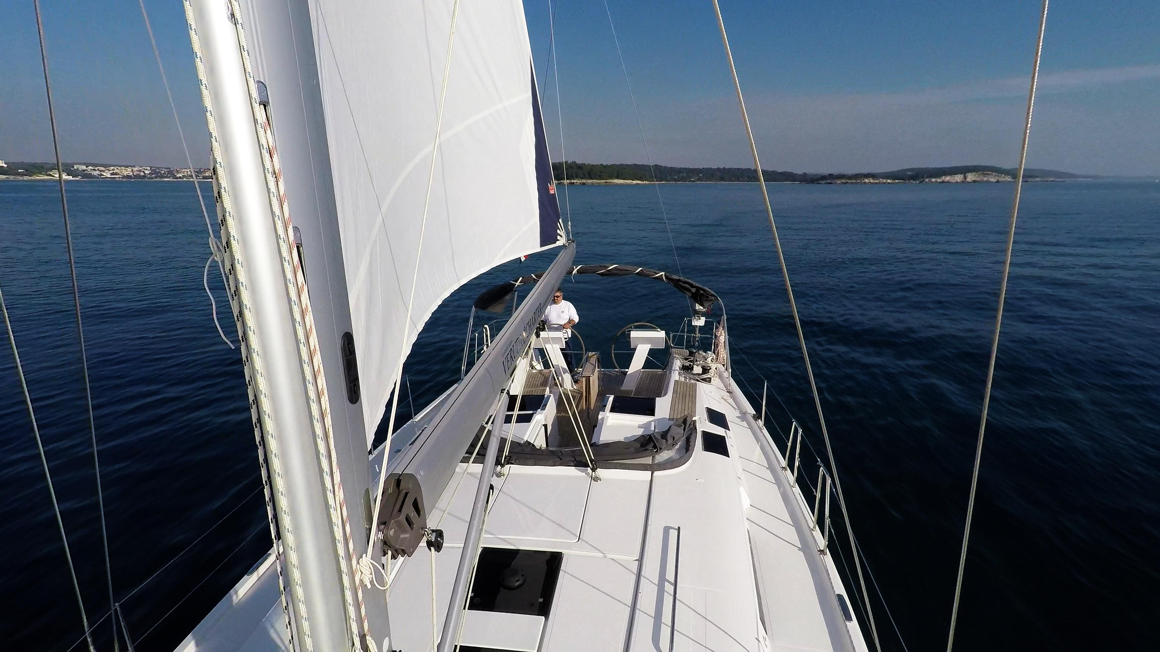 barcha a vela albero sartiame vele boma randa pontein teak pozzetto skipper yacht a vela Hanse 505
