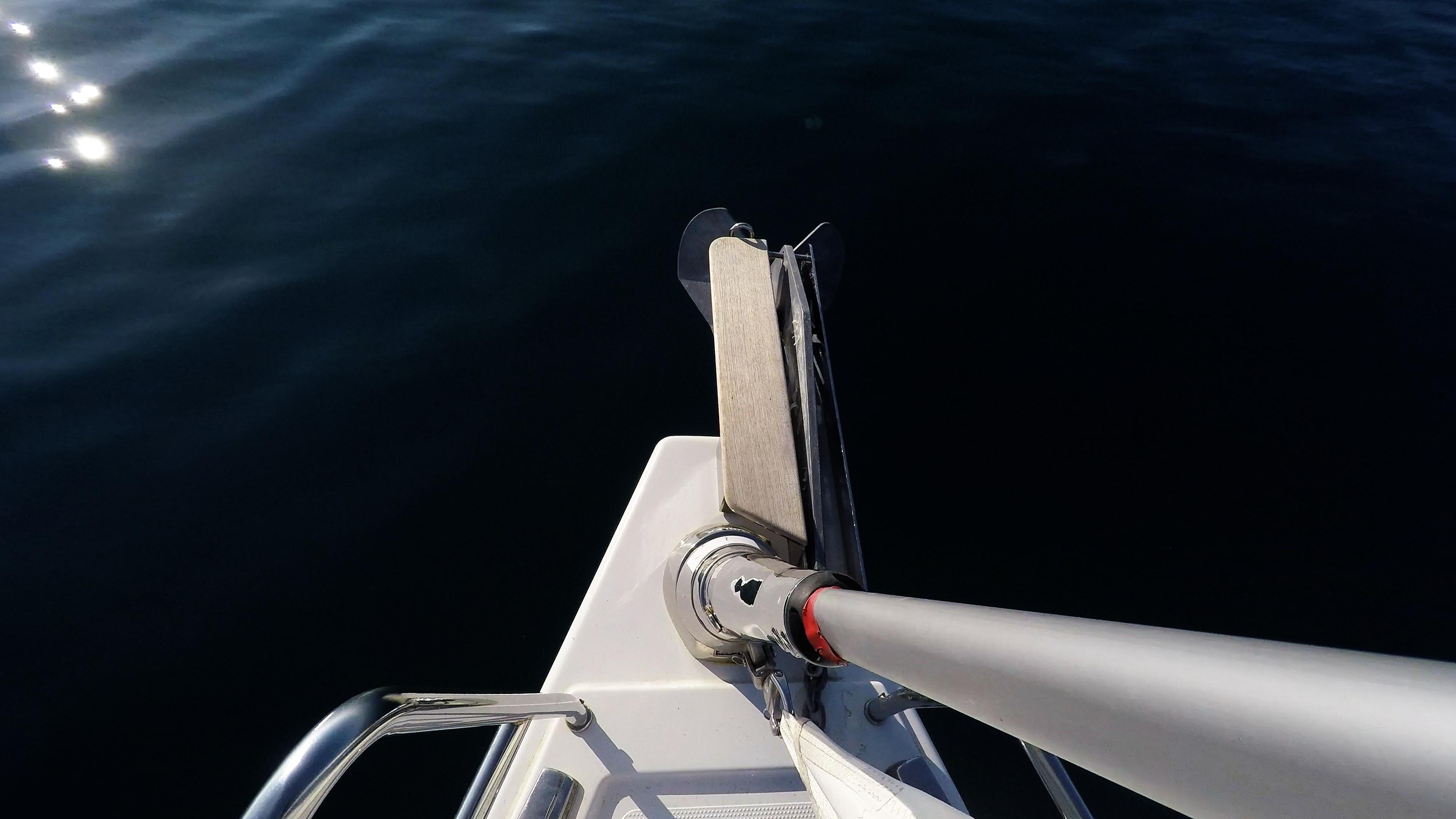 barcha a vela prua della barca a vela strallo rotolo genova veleggiare vele
