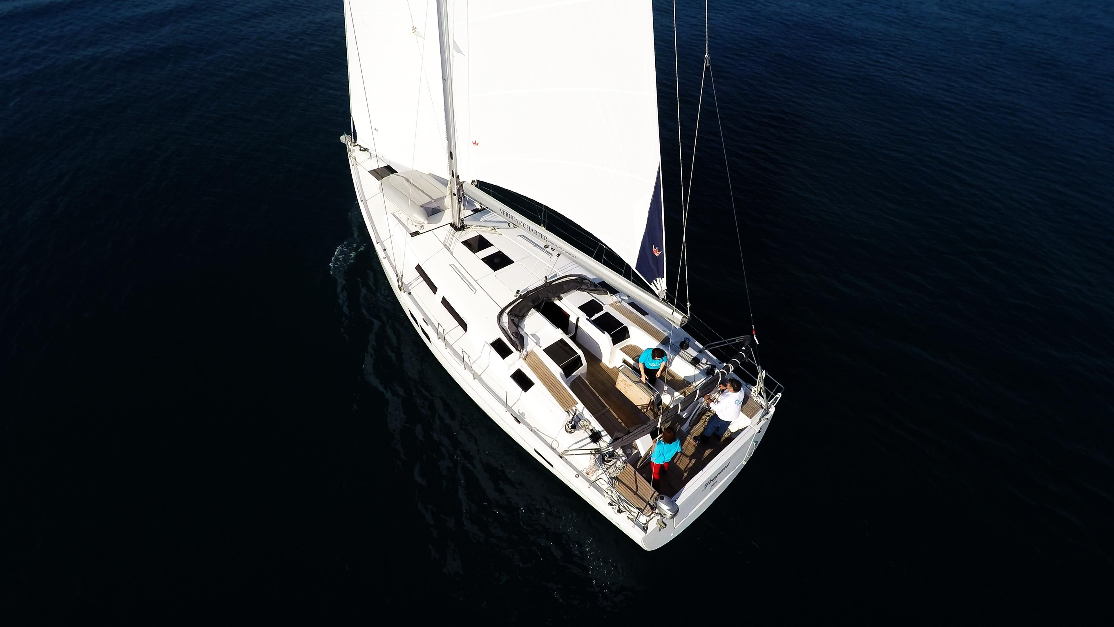 barcha a vela barca a vela Hanse 505 da sopra