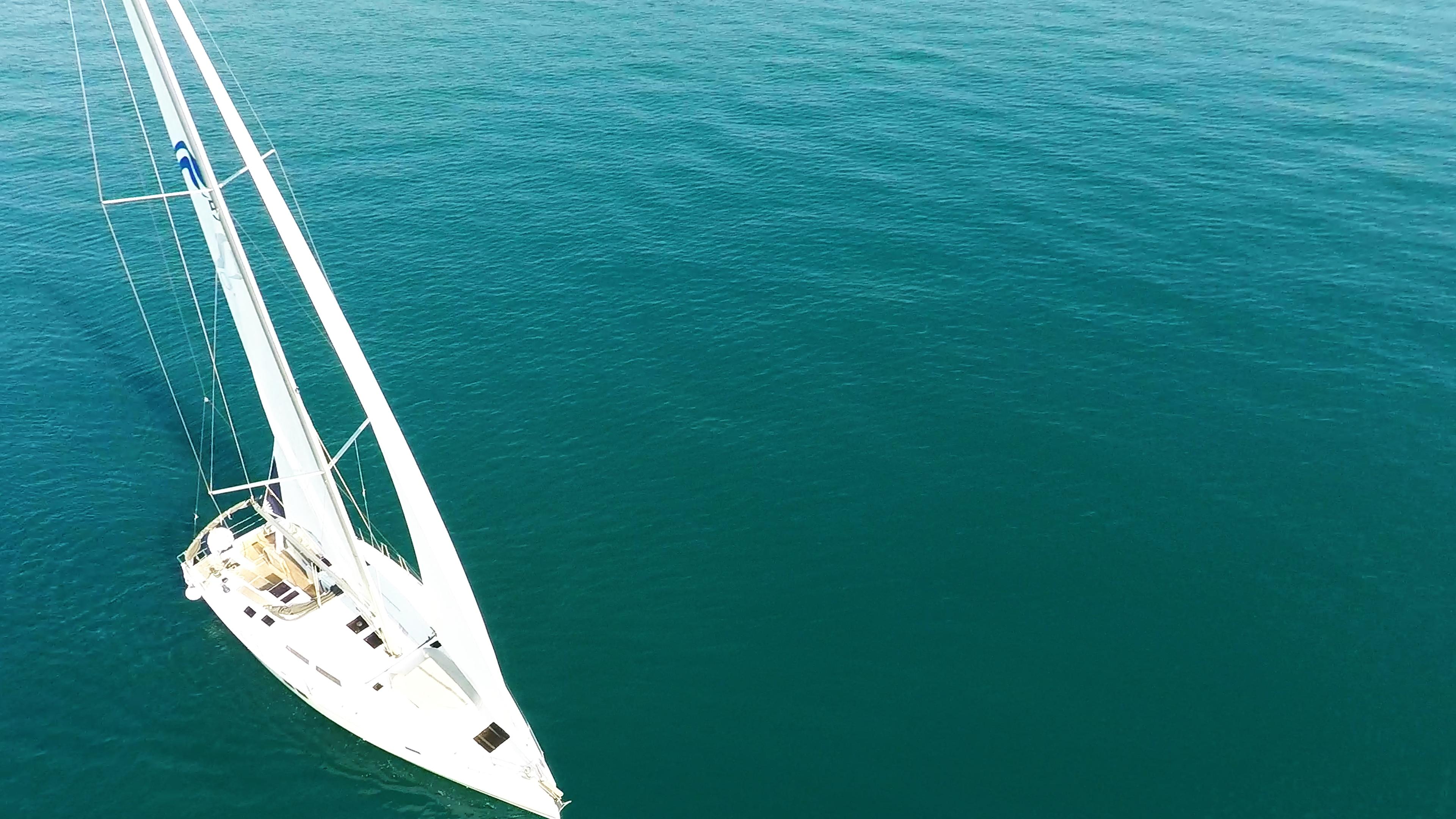 barcha a vela barca a vela veleggiare vista dall'alto