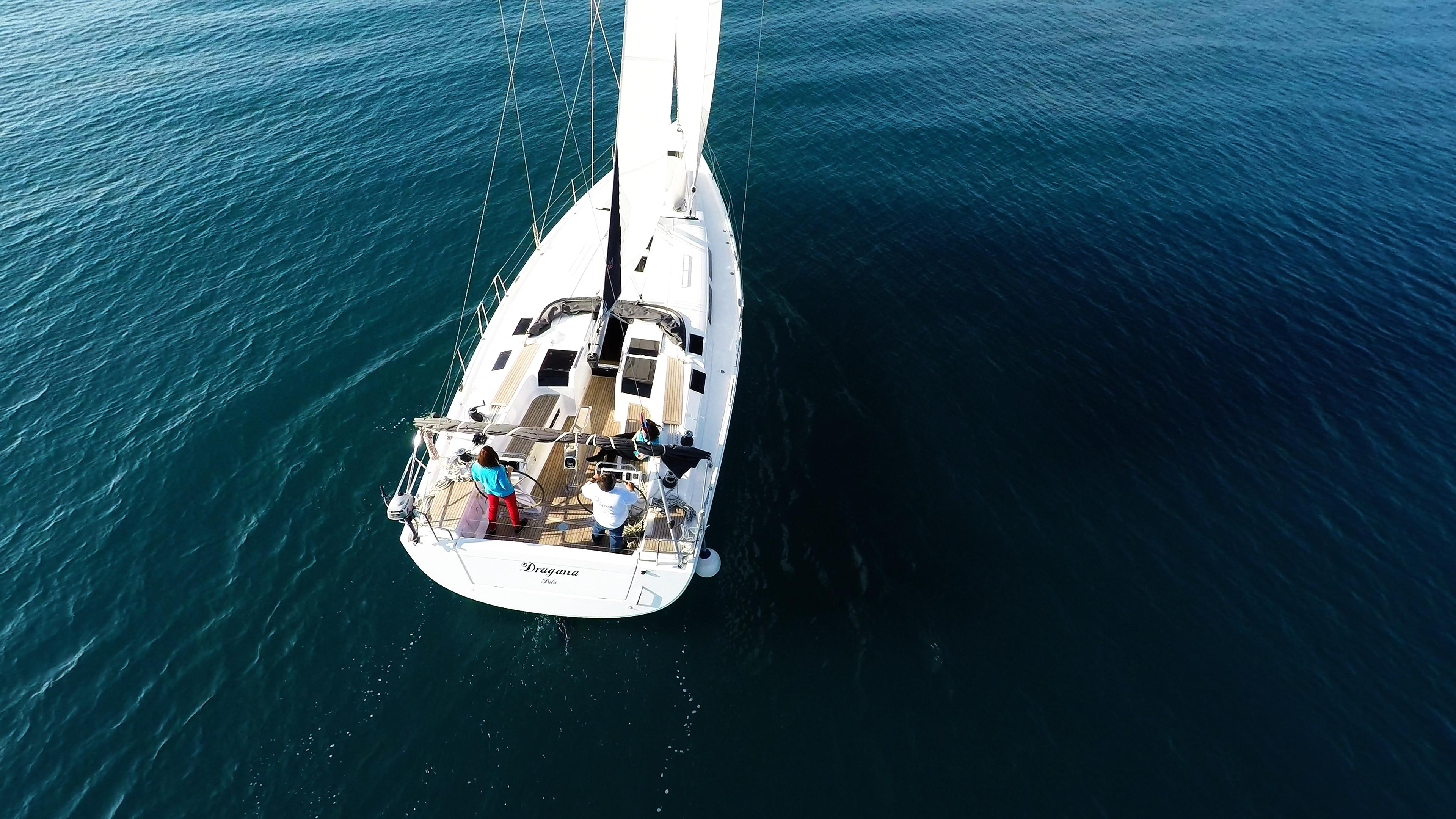 barcha a vela barca a vela vista da poppa veleggiare Hanse 505
