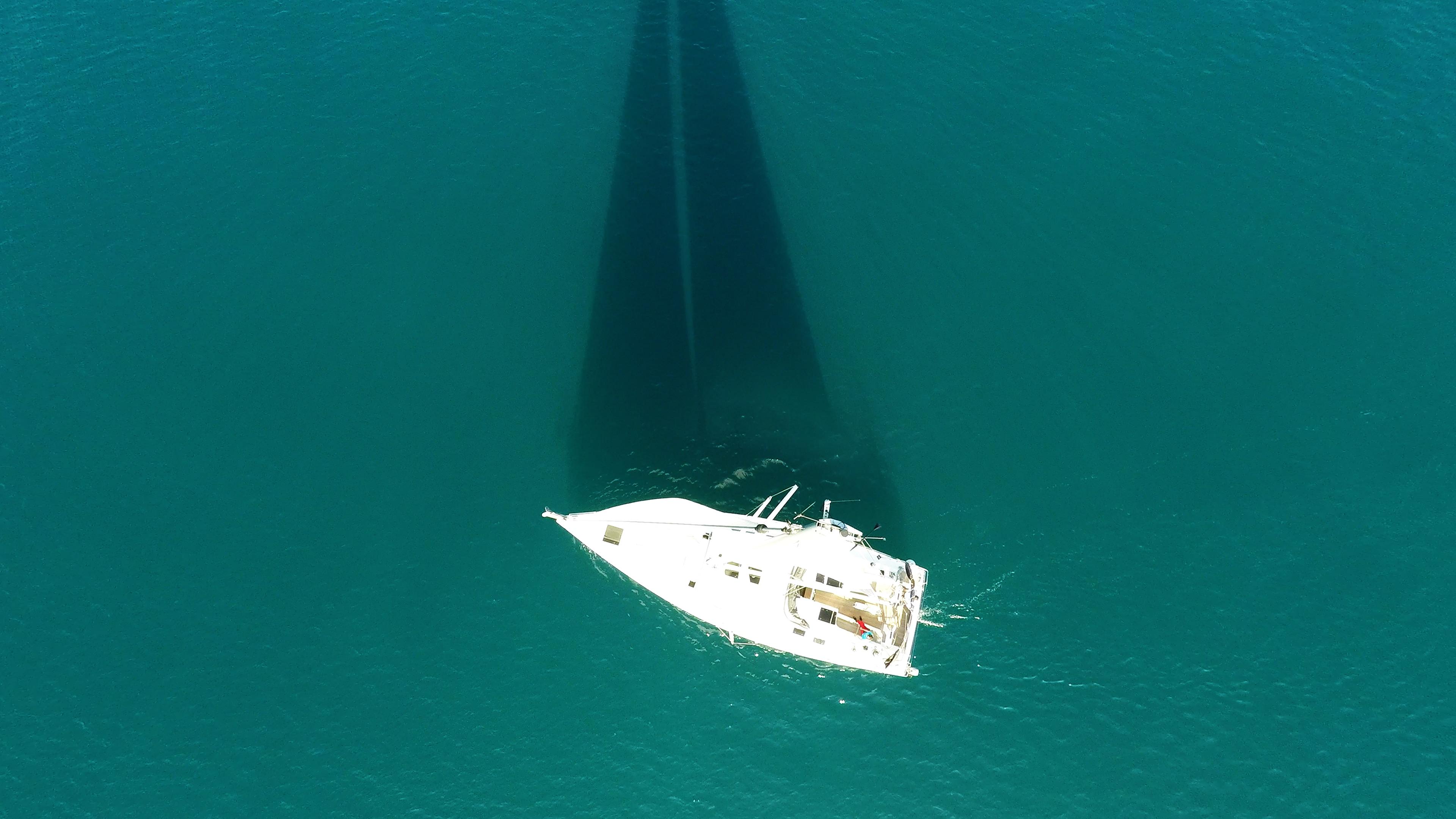 barcha a vela barca a vela vista verticalee nadir coperta per yacht a vela cima dell'albero