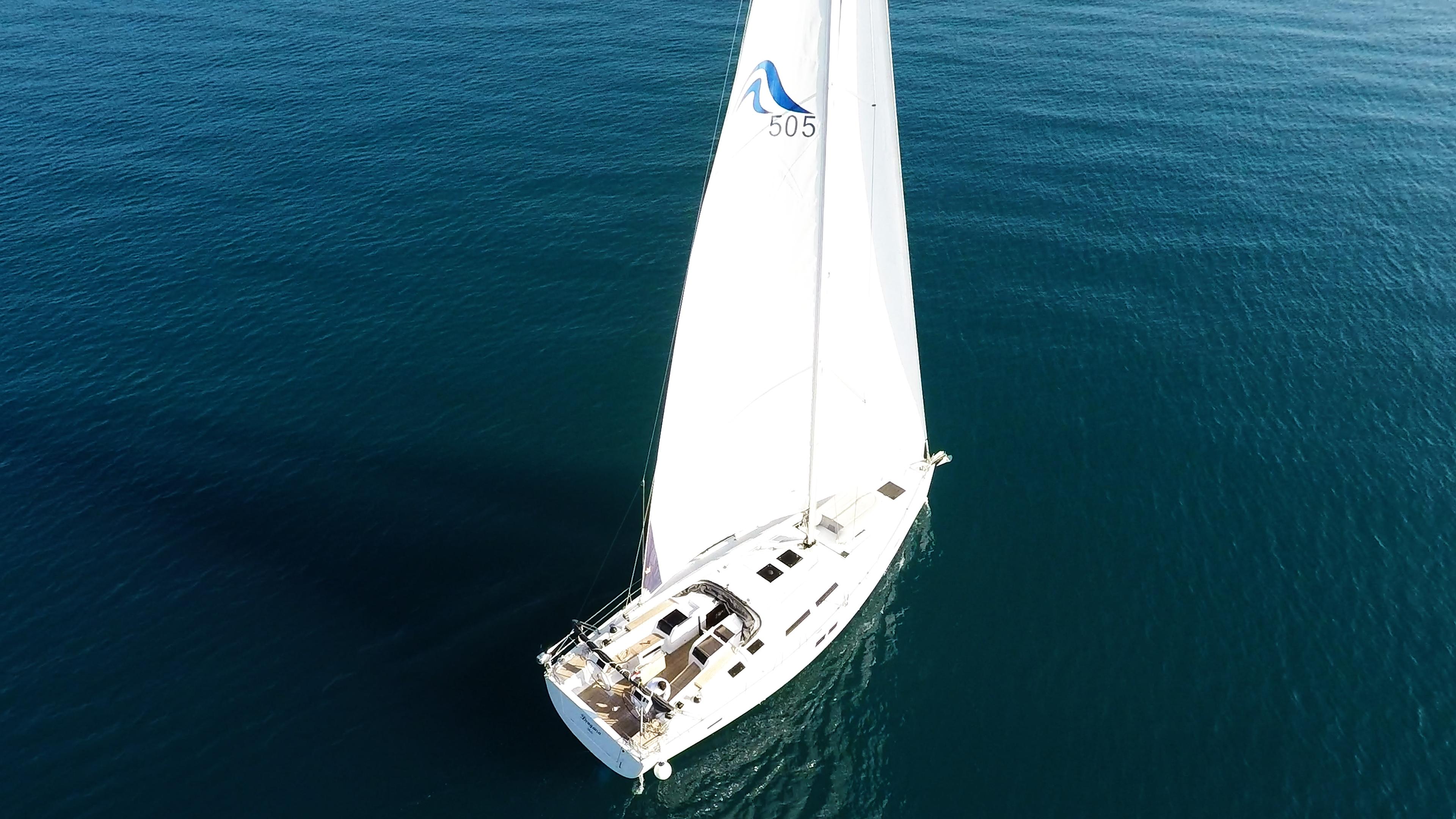 barcha a vela barca a velaal mare blu