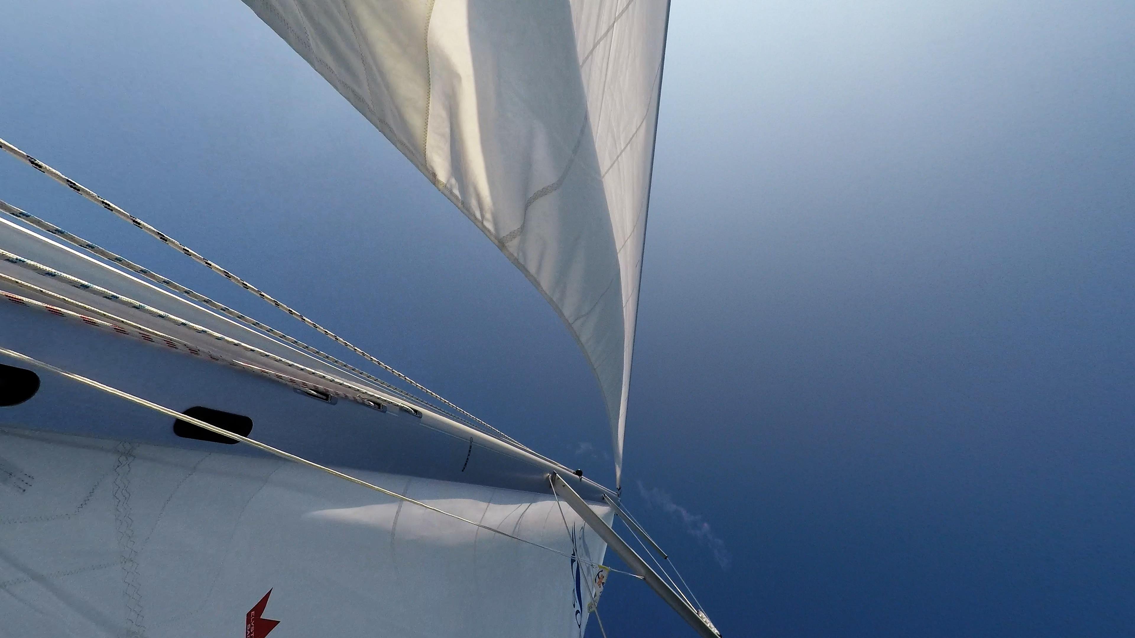 barcha a vela barca a vela albero sartiame vele cielo blu