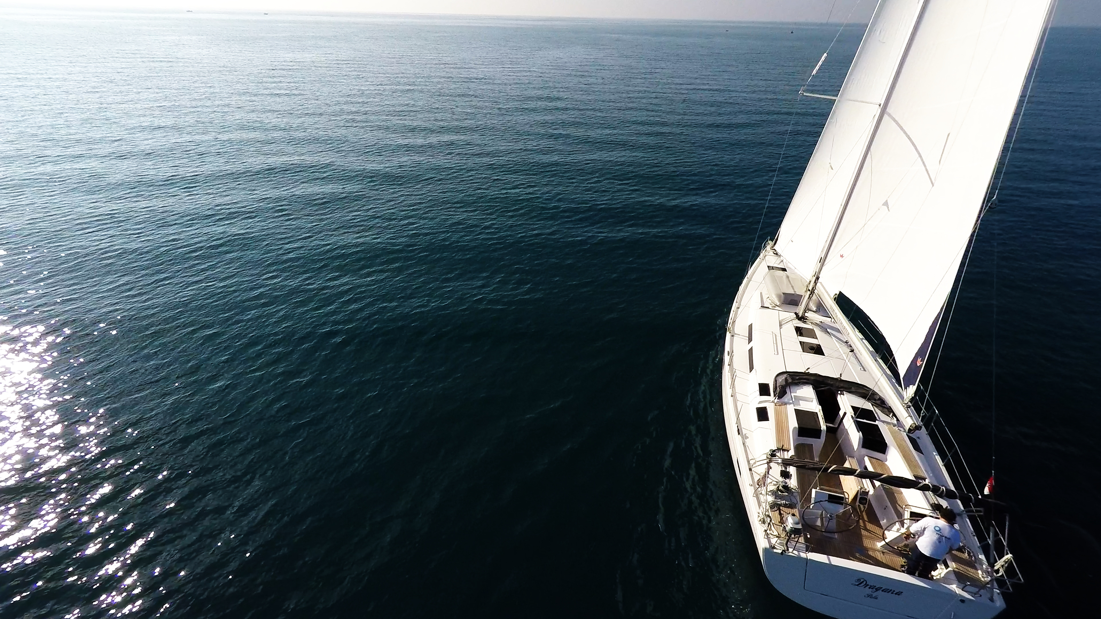 barcha a vela veleggiare nel sole barca a vela mare