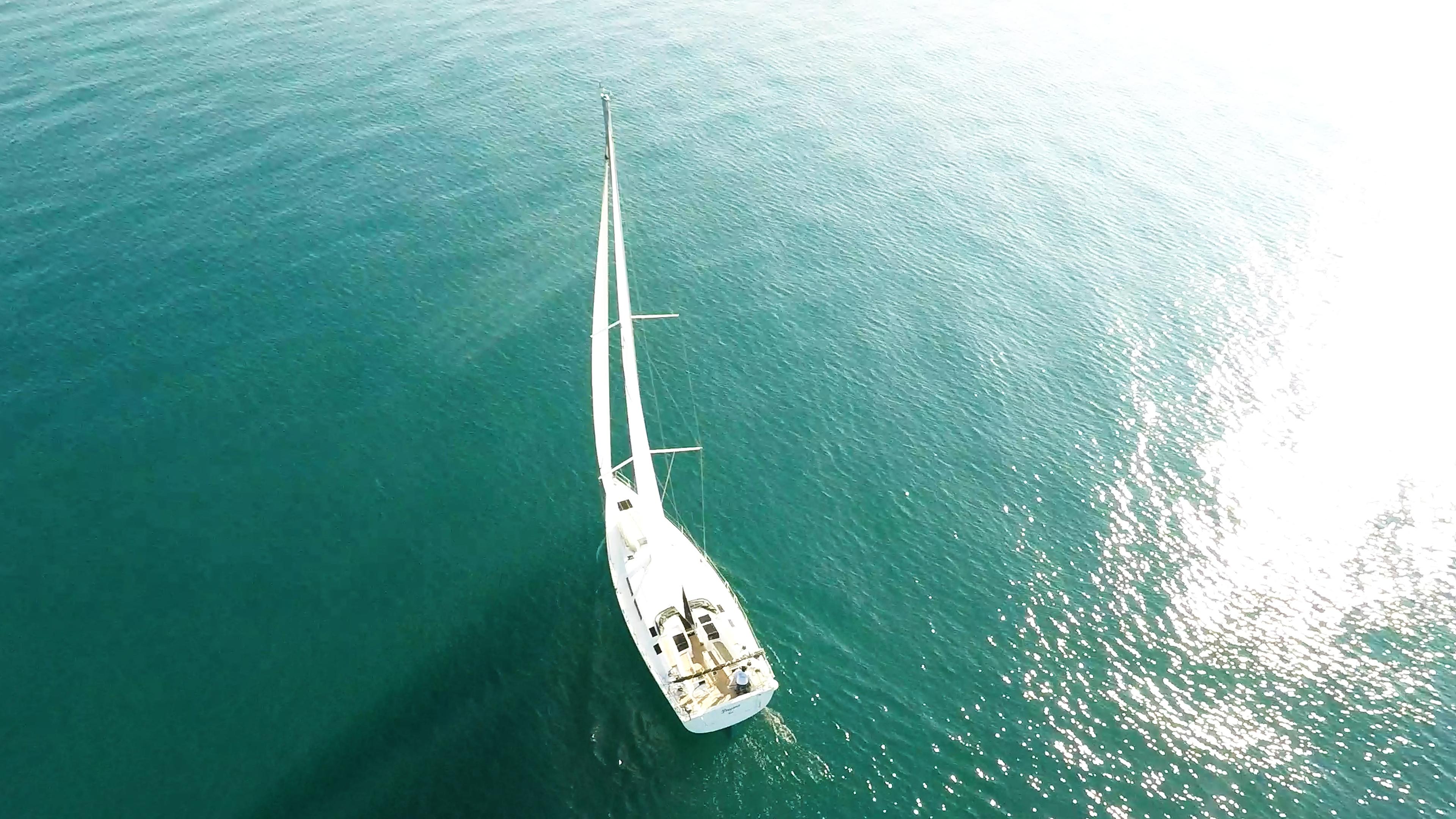 barcha a vela yacht a velaal mare scoppio del sole