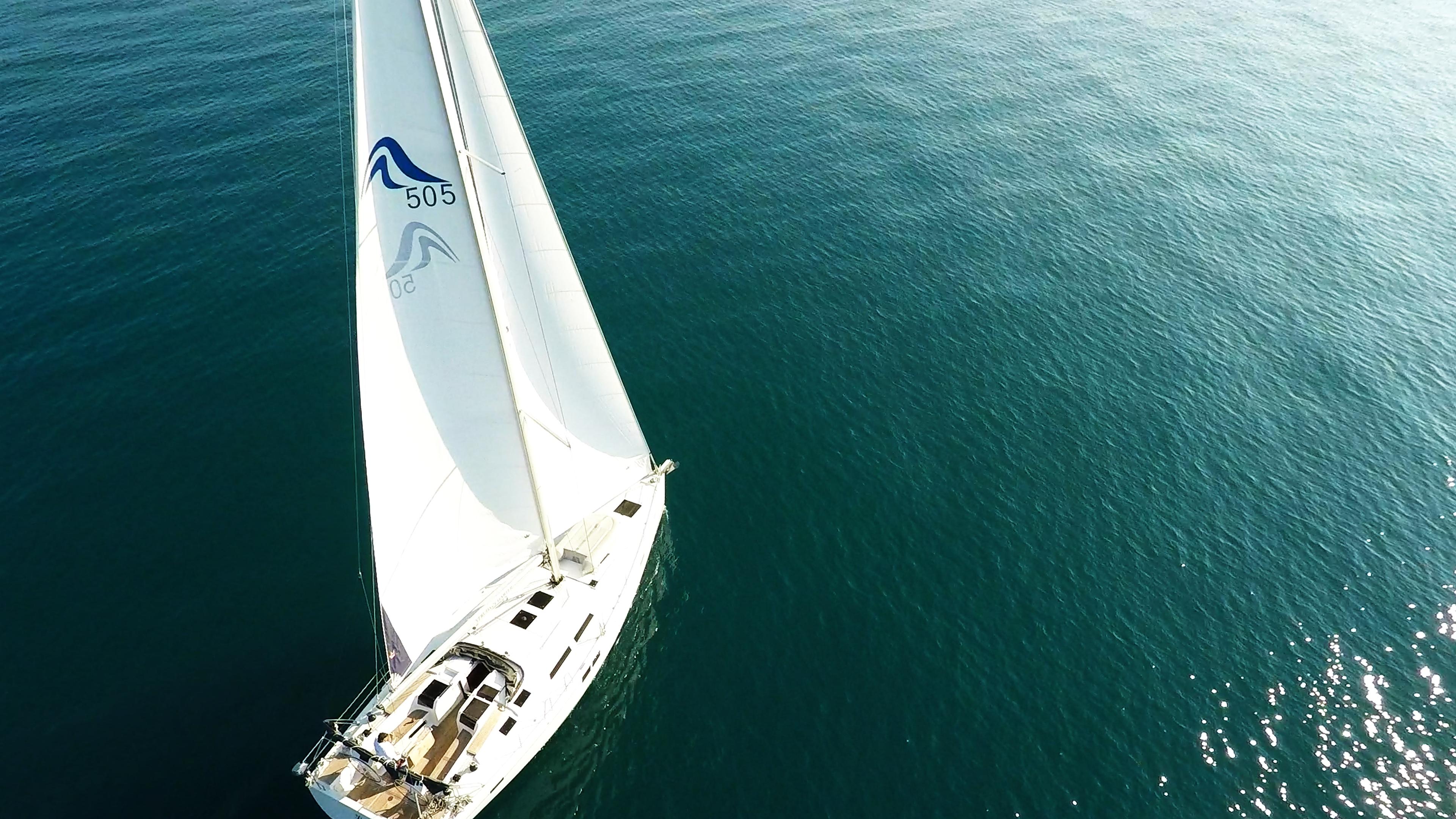 barcha a vela yacht a vela barca vista di uccello