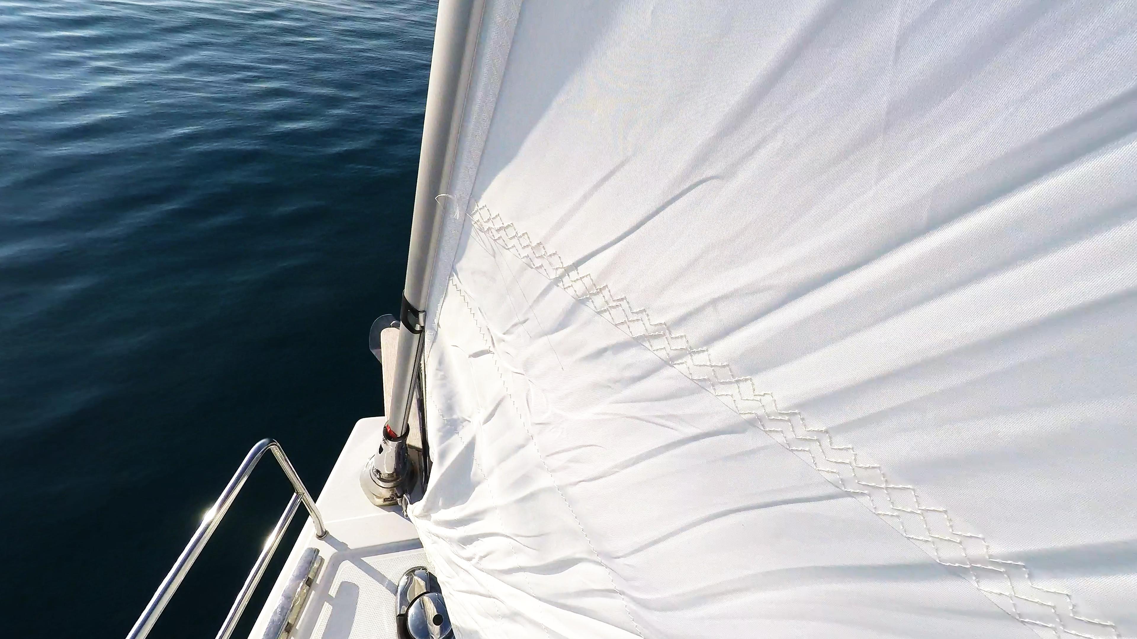 barcha a vela prua di yacht a vela strallo genova avvolgibile
