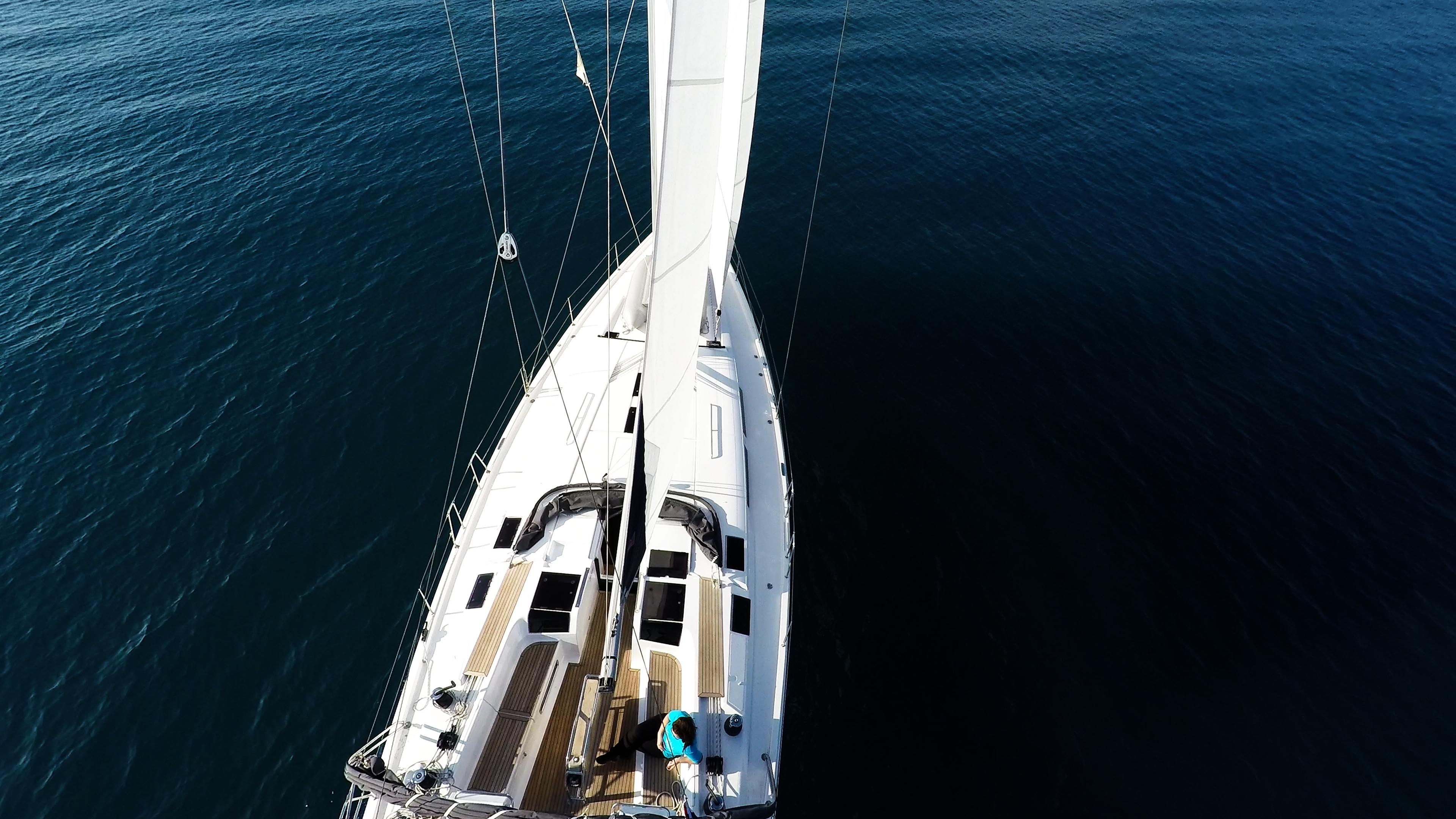 barcha a vela coperta per yacht a vela dall'aria
