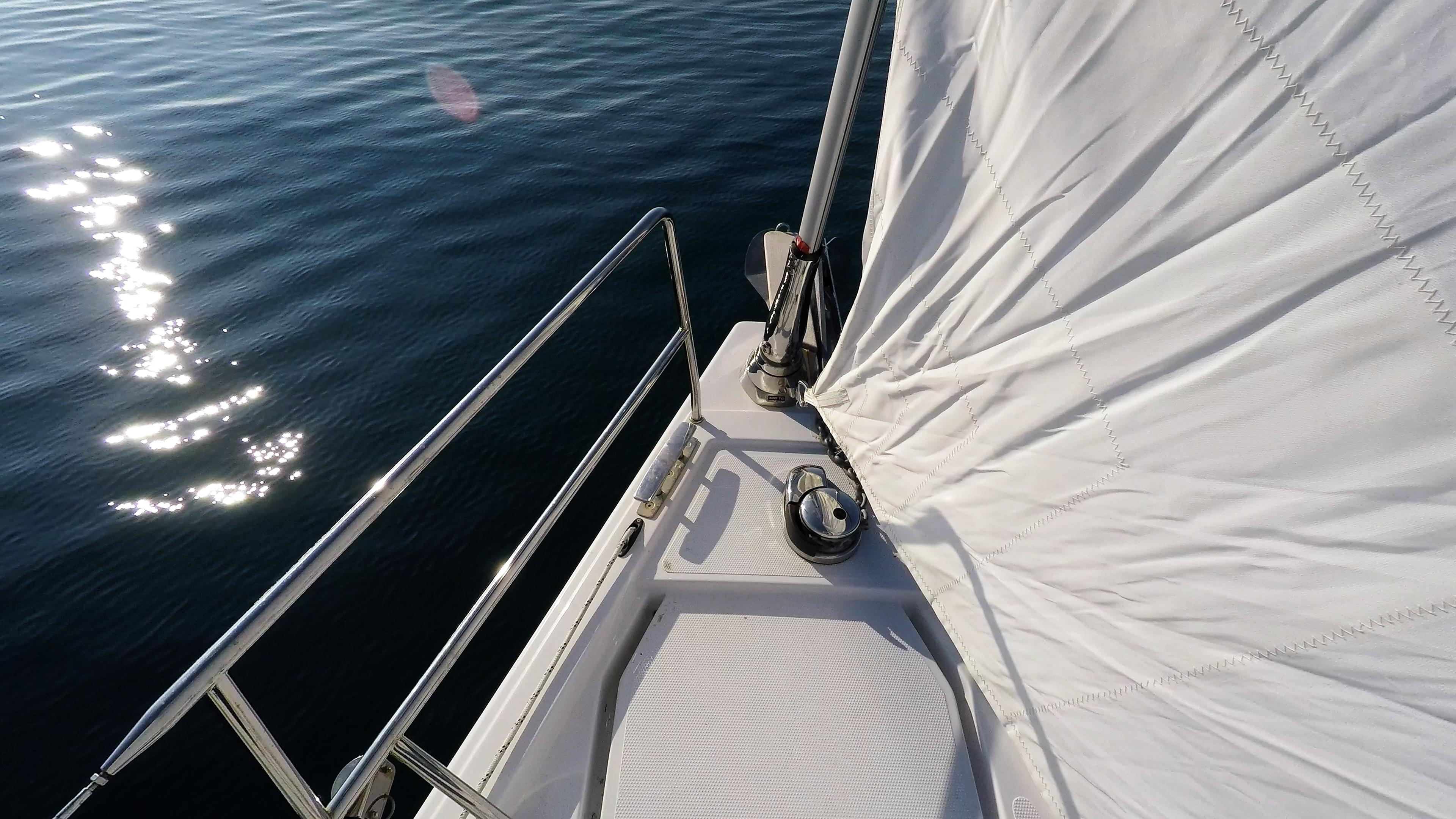 barcha a vela yacht a vela salpancora elettrico ancora genova avvolgibile rotolo prua vele della barca a vela mare blu