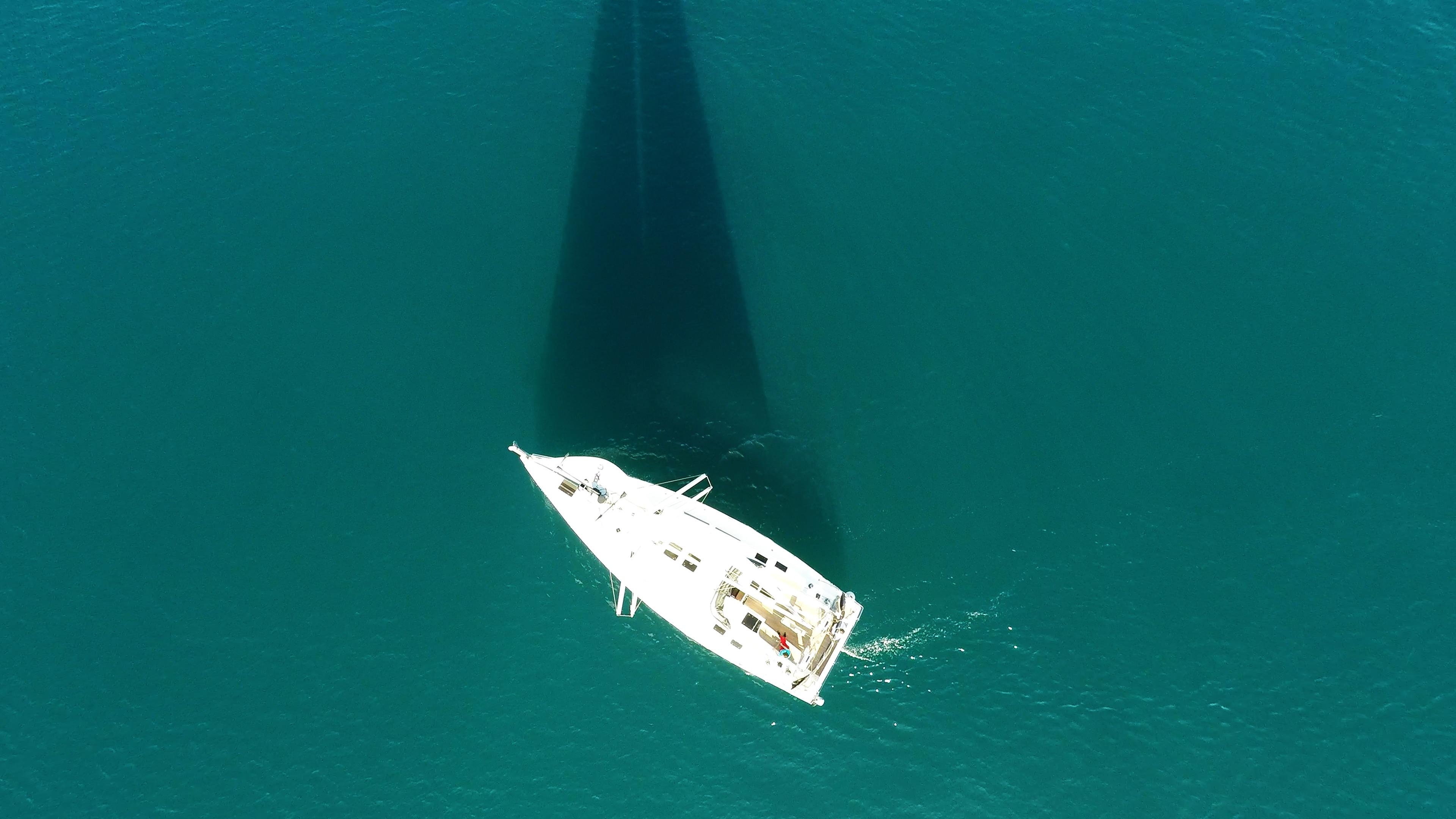 barcha a vela yacht a vela da sopra vista verticalee nadir barca a vela ponte vele albero