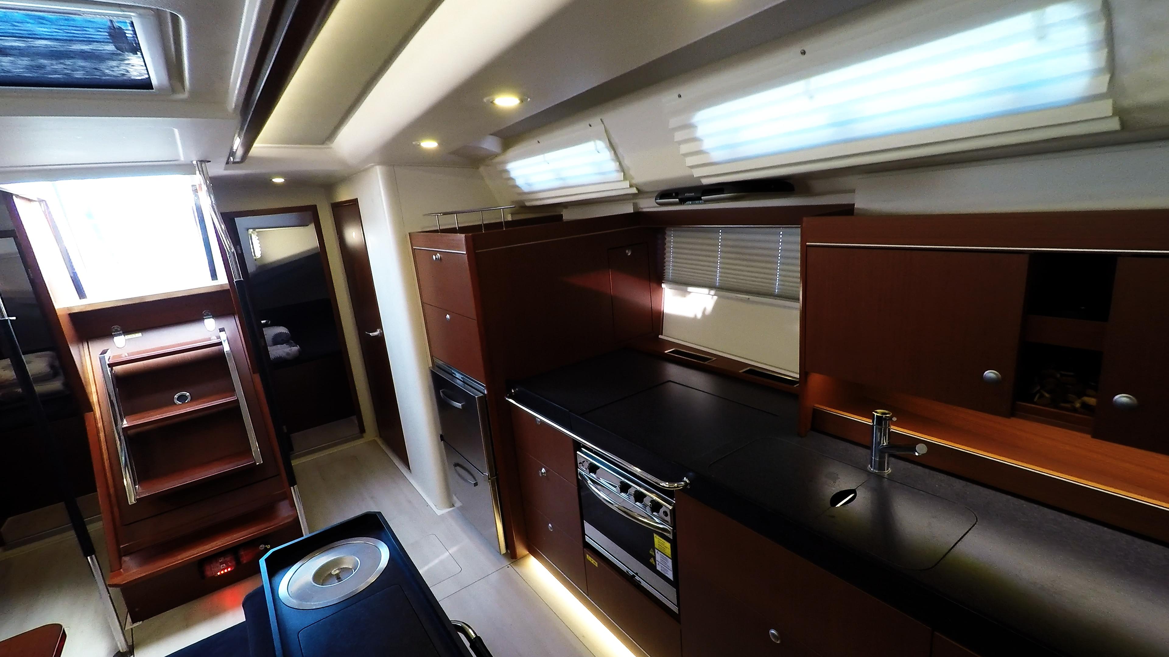 barcha a vela yacht a vela Hanse 505 cambusa interno