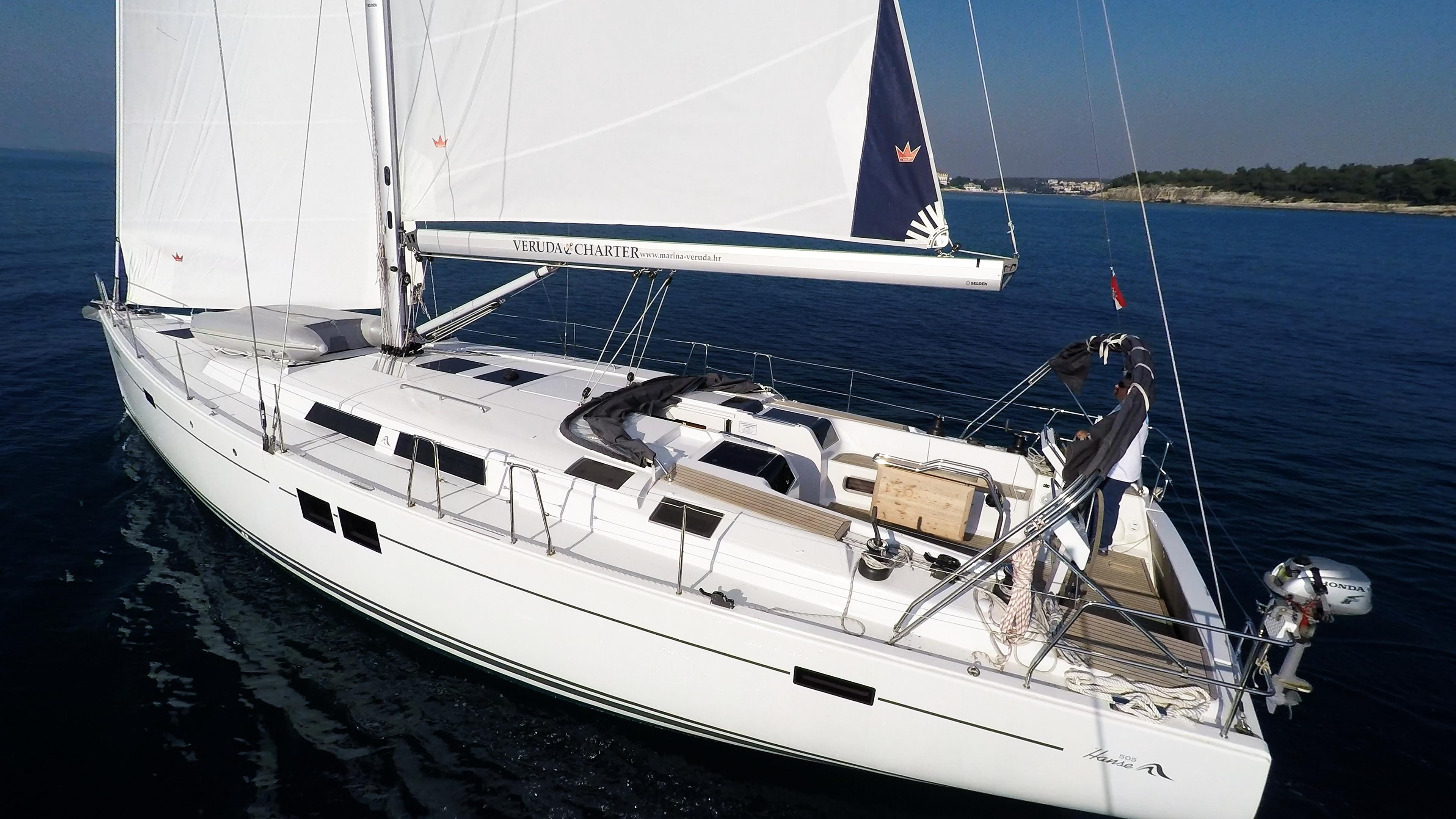 barcha a vela yacht a vela Hanse 505 scafo ponte pozzetto poppa timone