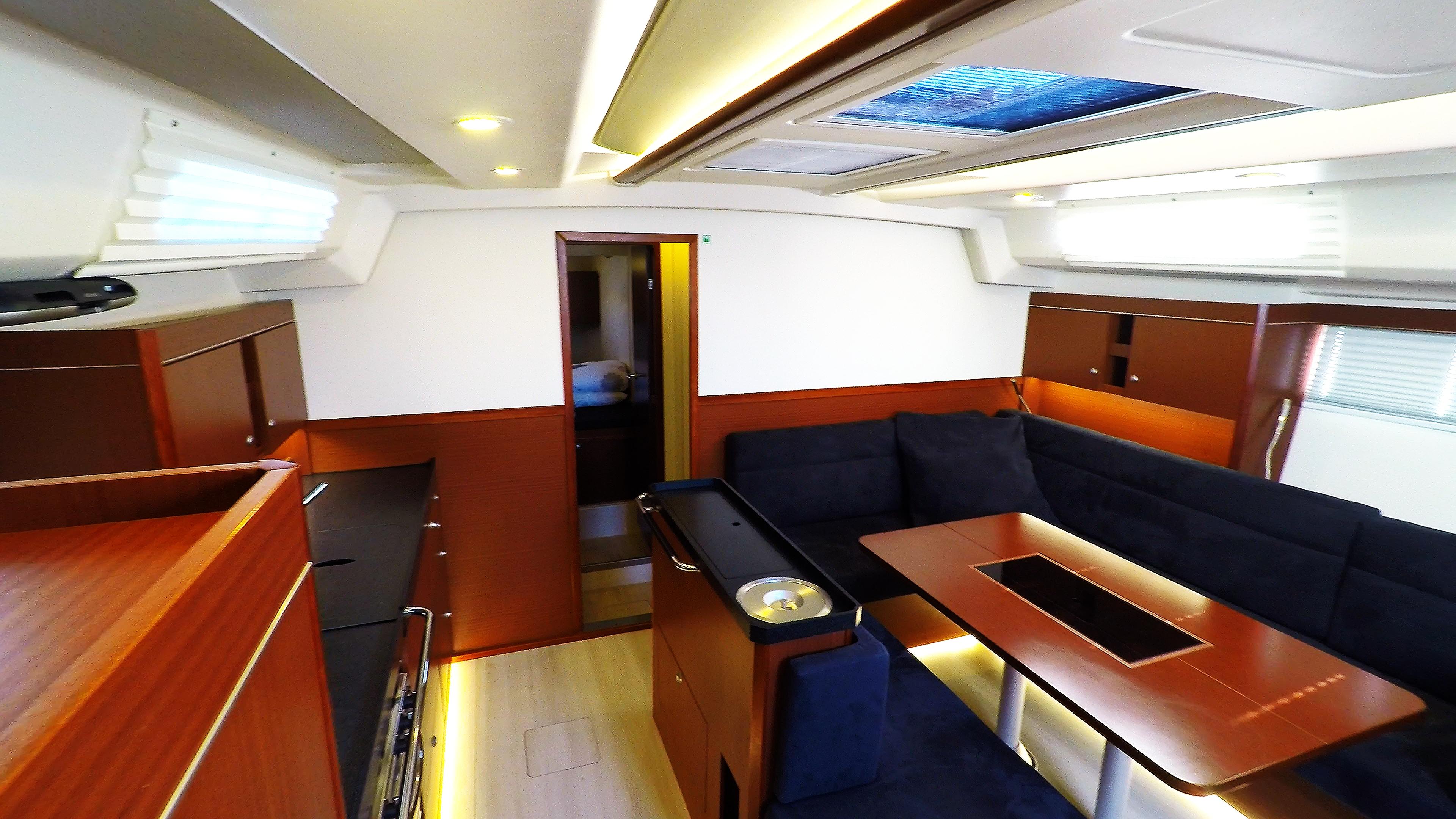 barcha a vela yacht a vela Hanse 505 salonee interno 1