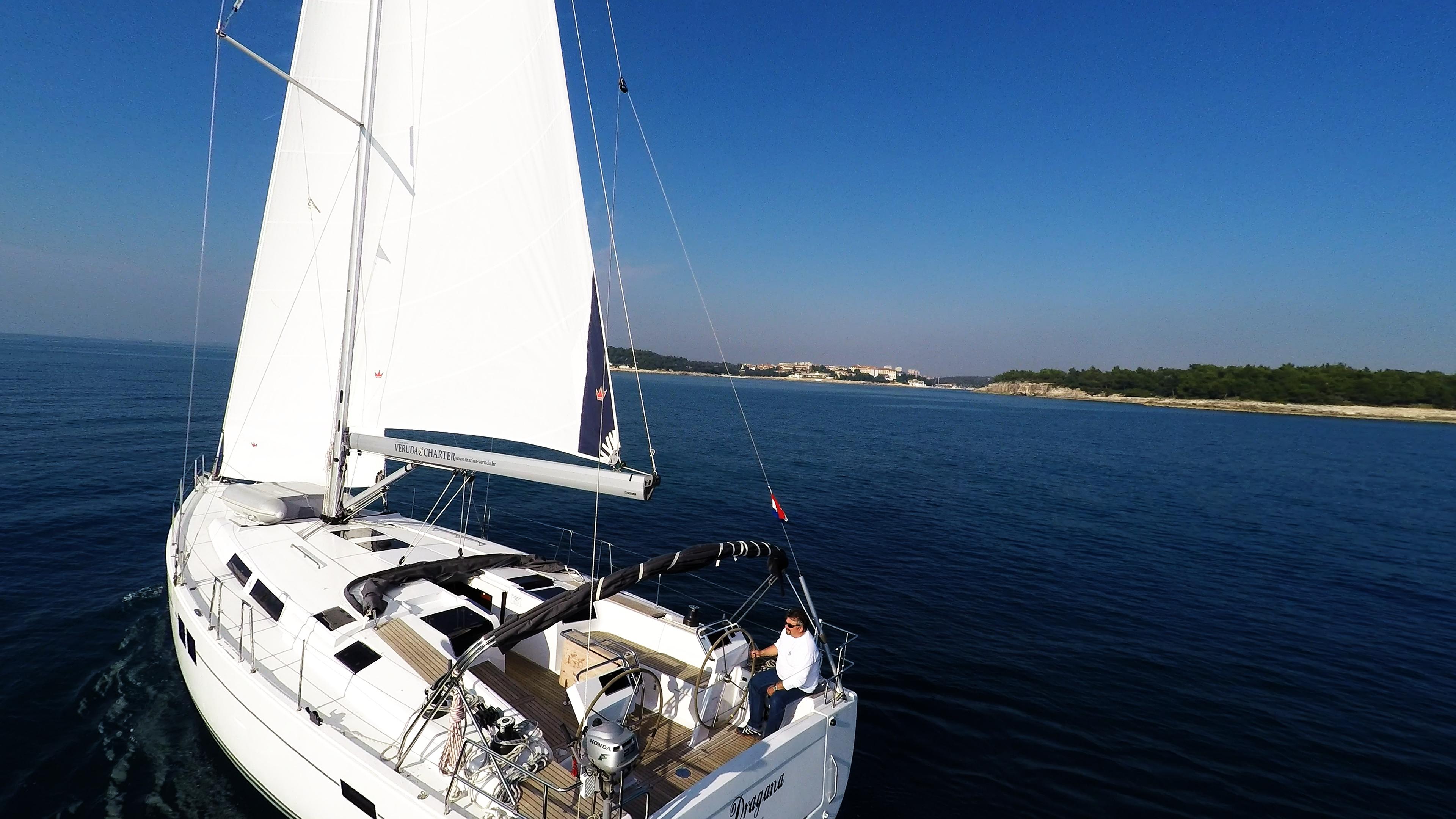 barcha a vela yacht a vela Hanse 505 vele pozzetto timone mare