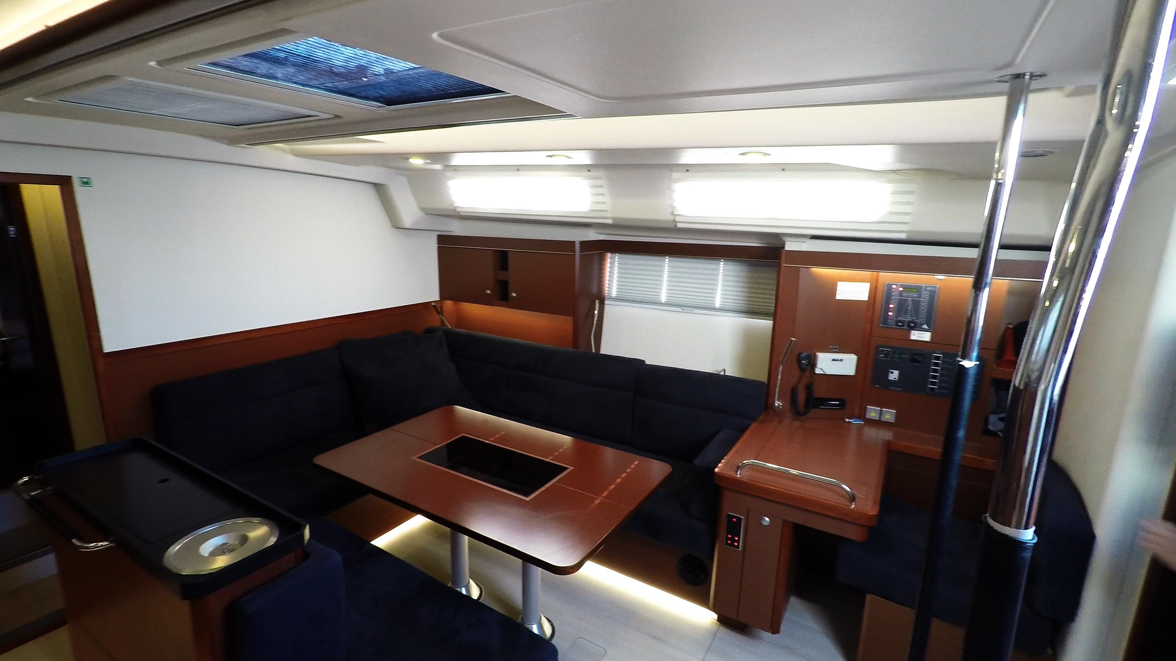 barcha a vela yacht a vela Hanse 505 salone interno